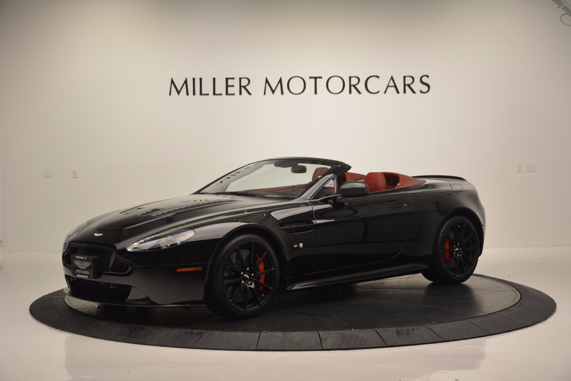 Used 2015 Aston Martin V12 Vantage S Roadster For Sale In Greenwich, CT 1335_p2