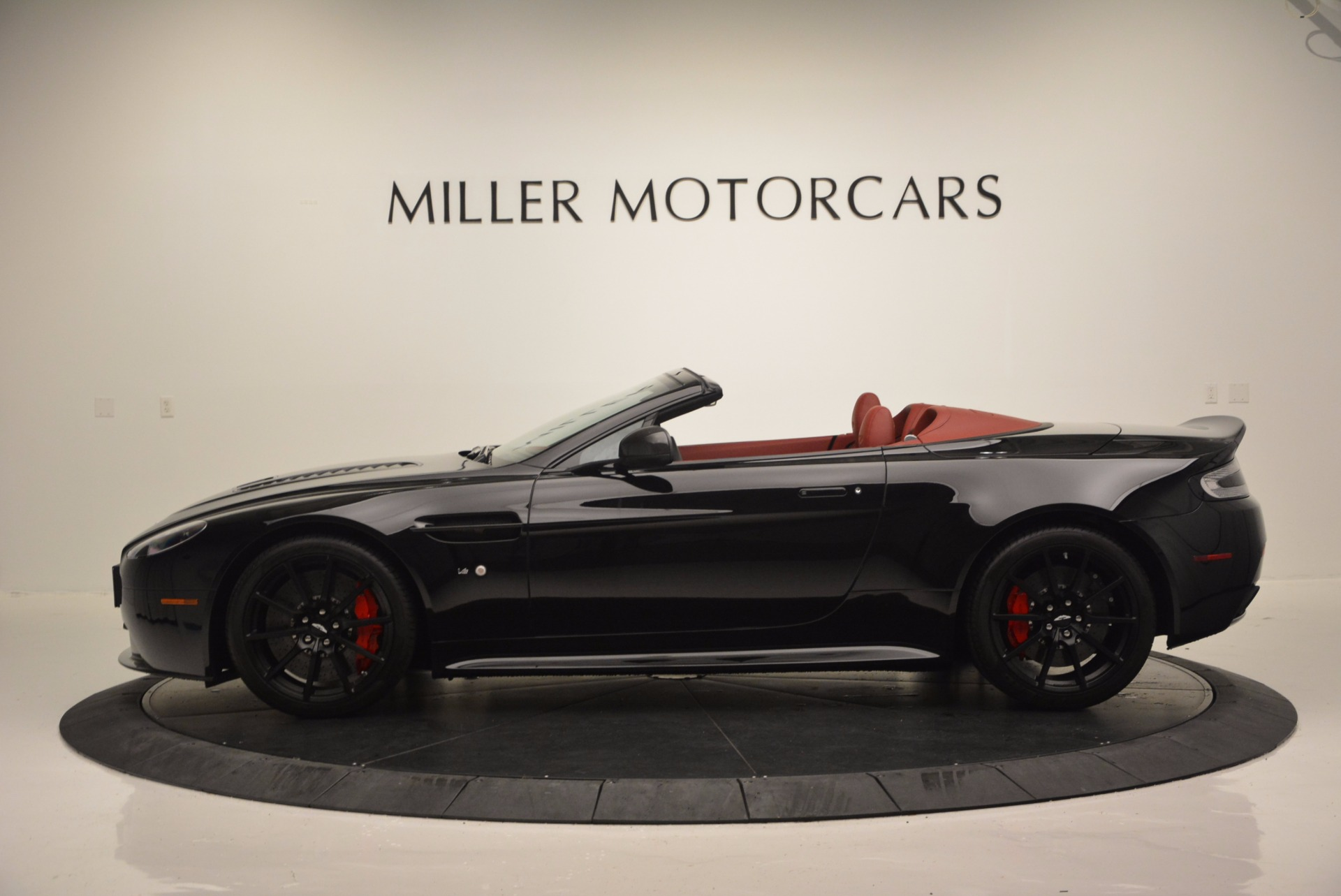 Used 2015 Aston Martin V12 Vantage S Roadster For Sale In Greenwich, CT 1335_p3