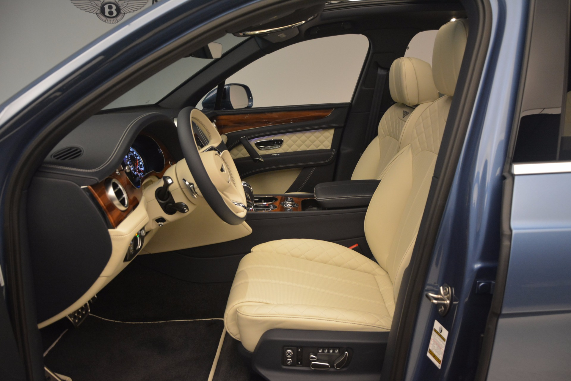 New 2018 Bentley Bentayga  For Sale In Greenwich, CT 1342_p23