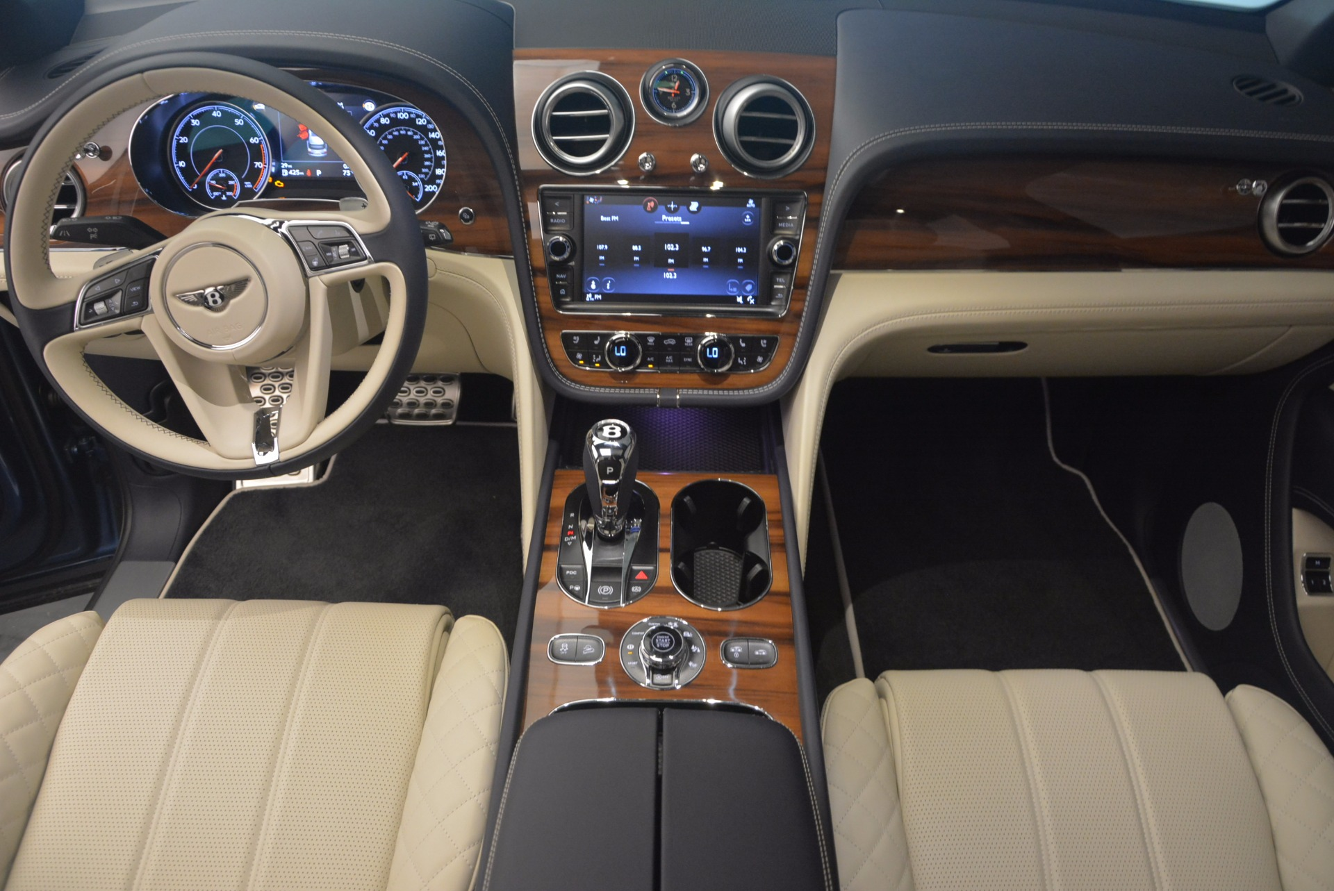 New 2018 Bentley Bentayga  For Sale In Greenwich, CT 1342_p26