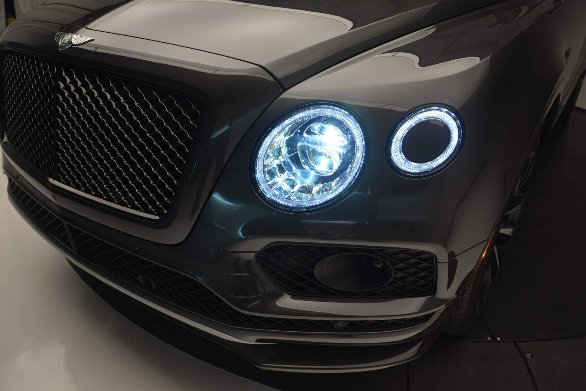 Used 2018 Bentley Bentayga W12 Signature For Sale In Greenwich, CT 1357_p16