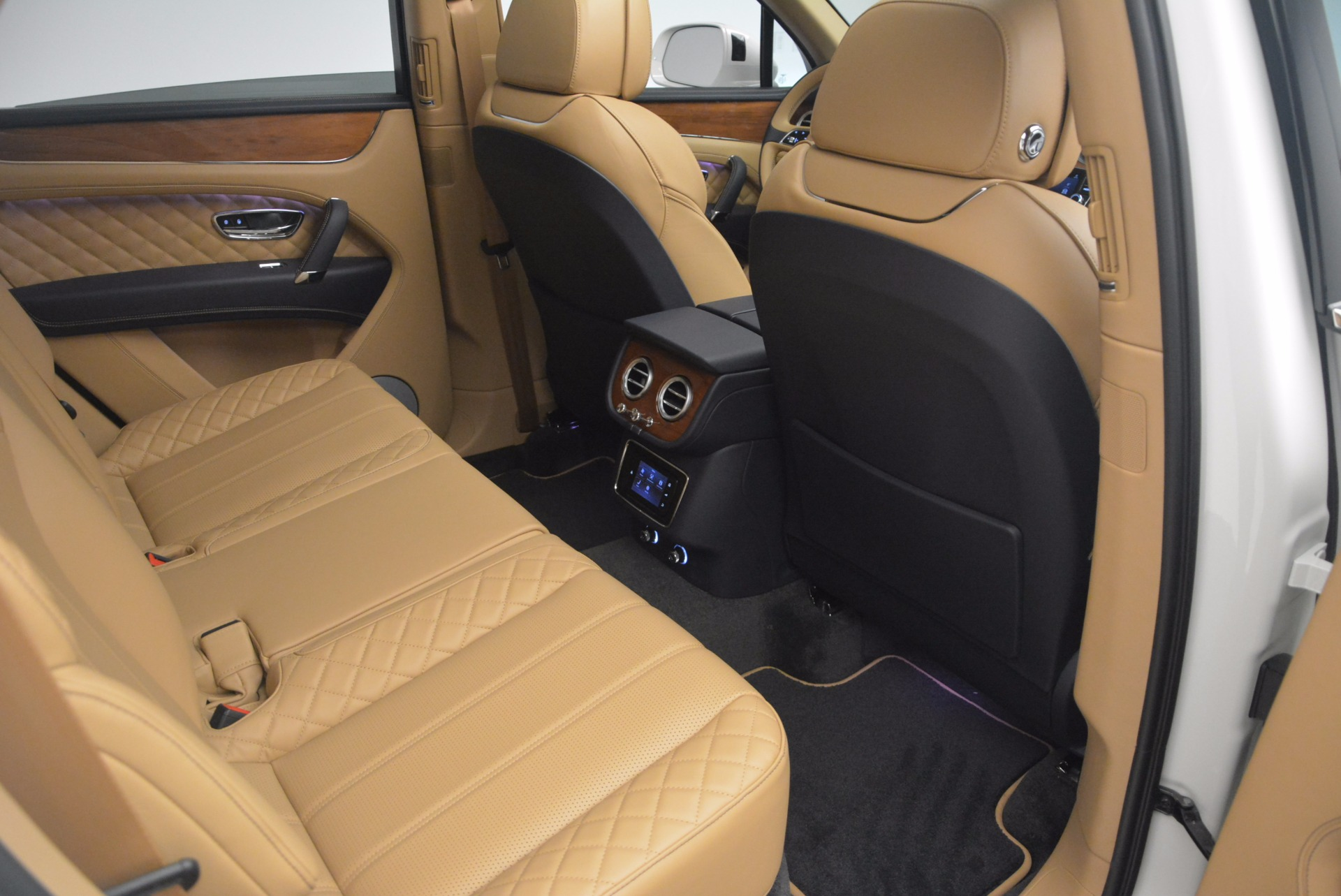 New 2018 Bentley Bentayga W12 Signature For Sale In Greenwich, CT 1358_p24