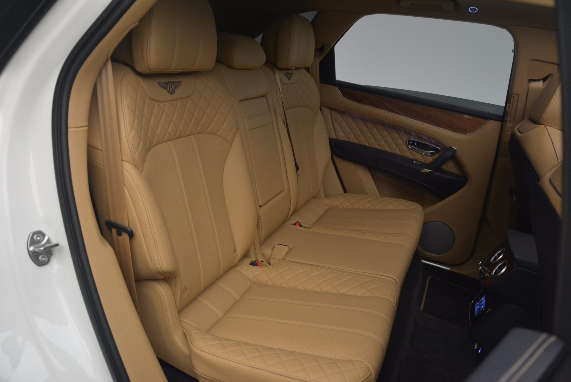 New 2018 Bentley Bentayga W12 Signature For Sale In Greenwich, CT 1358_p25