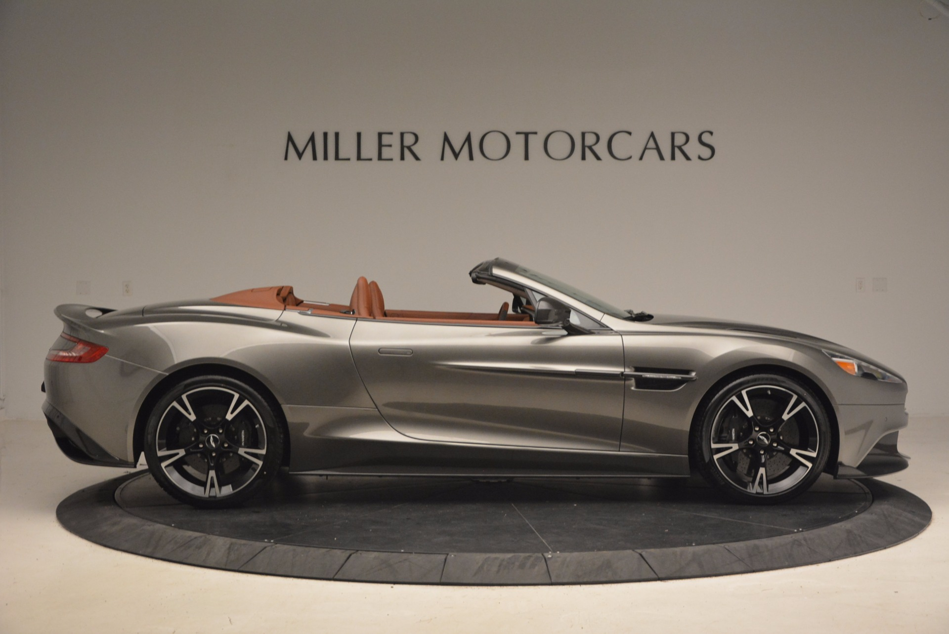 Used 2018 Aston Martin Vanquish S Convertible For Sale In Greenwich, CT 1362_p9