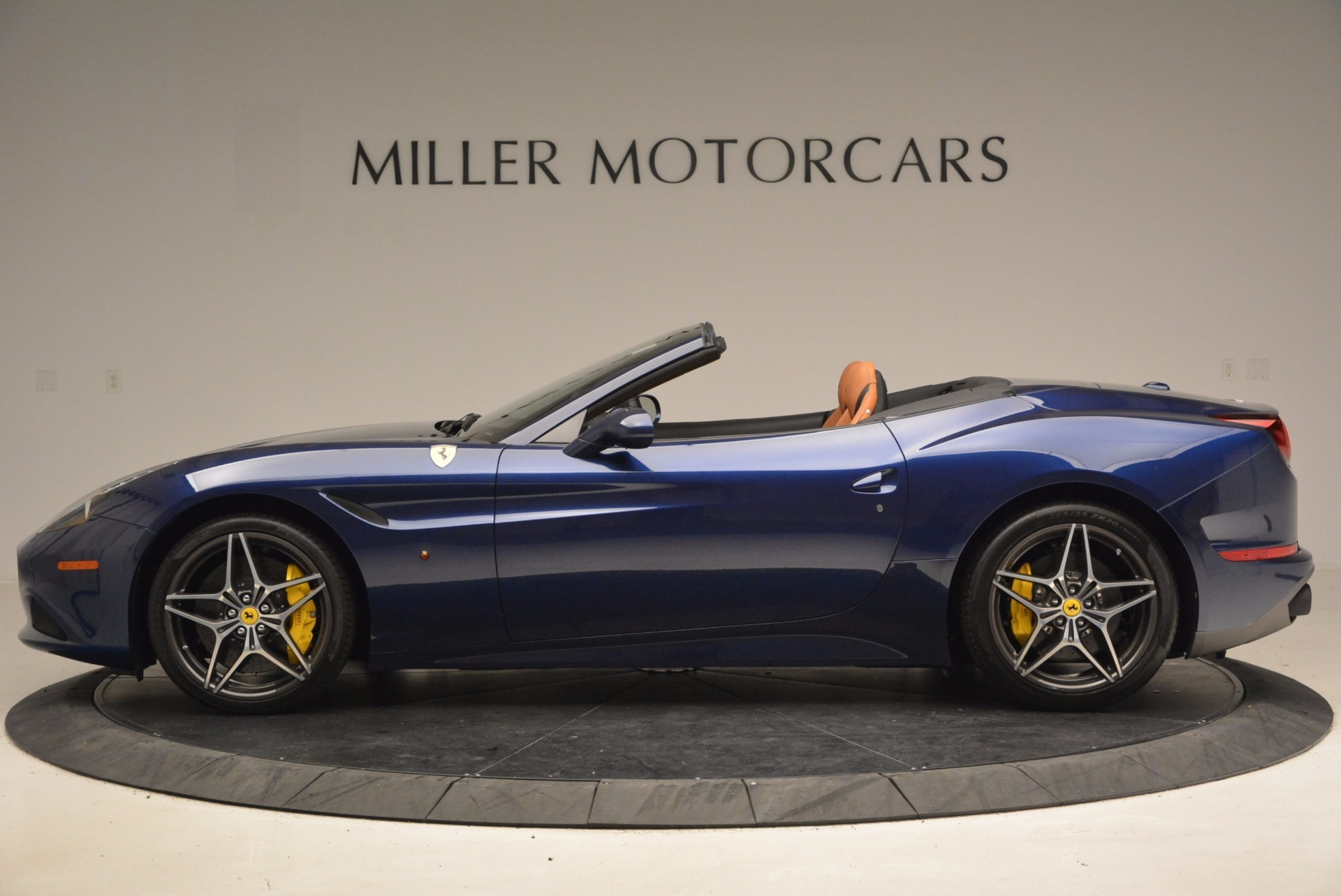 Used 2017 Ferrari California T Handling Speciale For Sale In Greenwich, CT 1394_p3