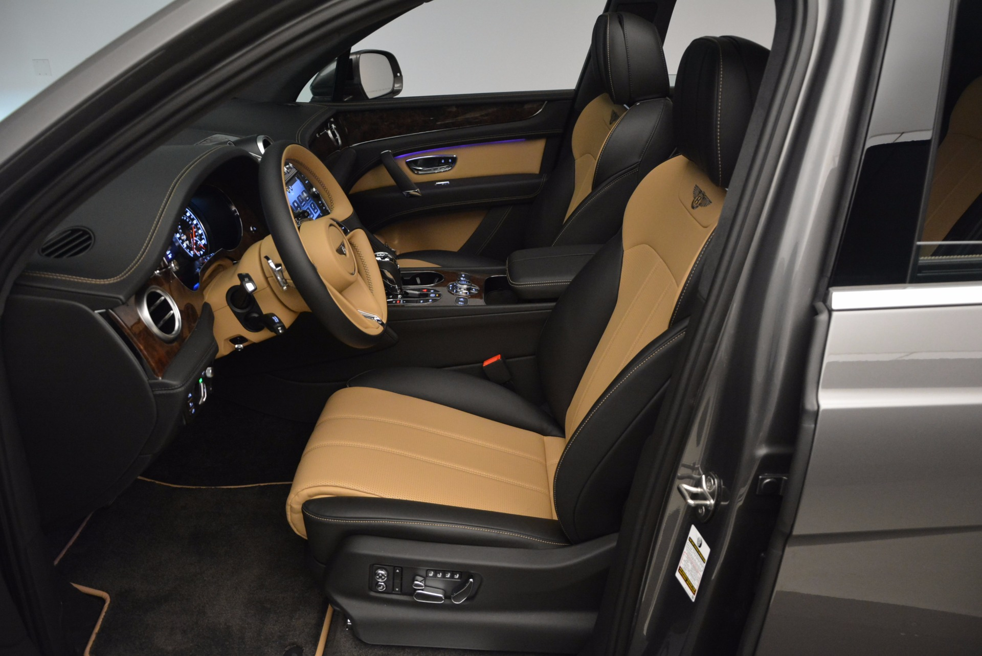 New 2018 Bentley Bentayga Activity Edition-Now with seating for 7!!! For Sale In Greenwich, CT 1396_p26