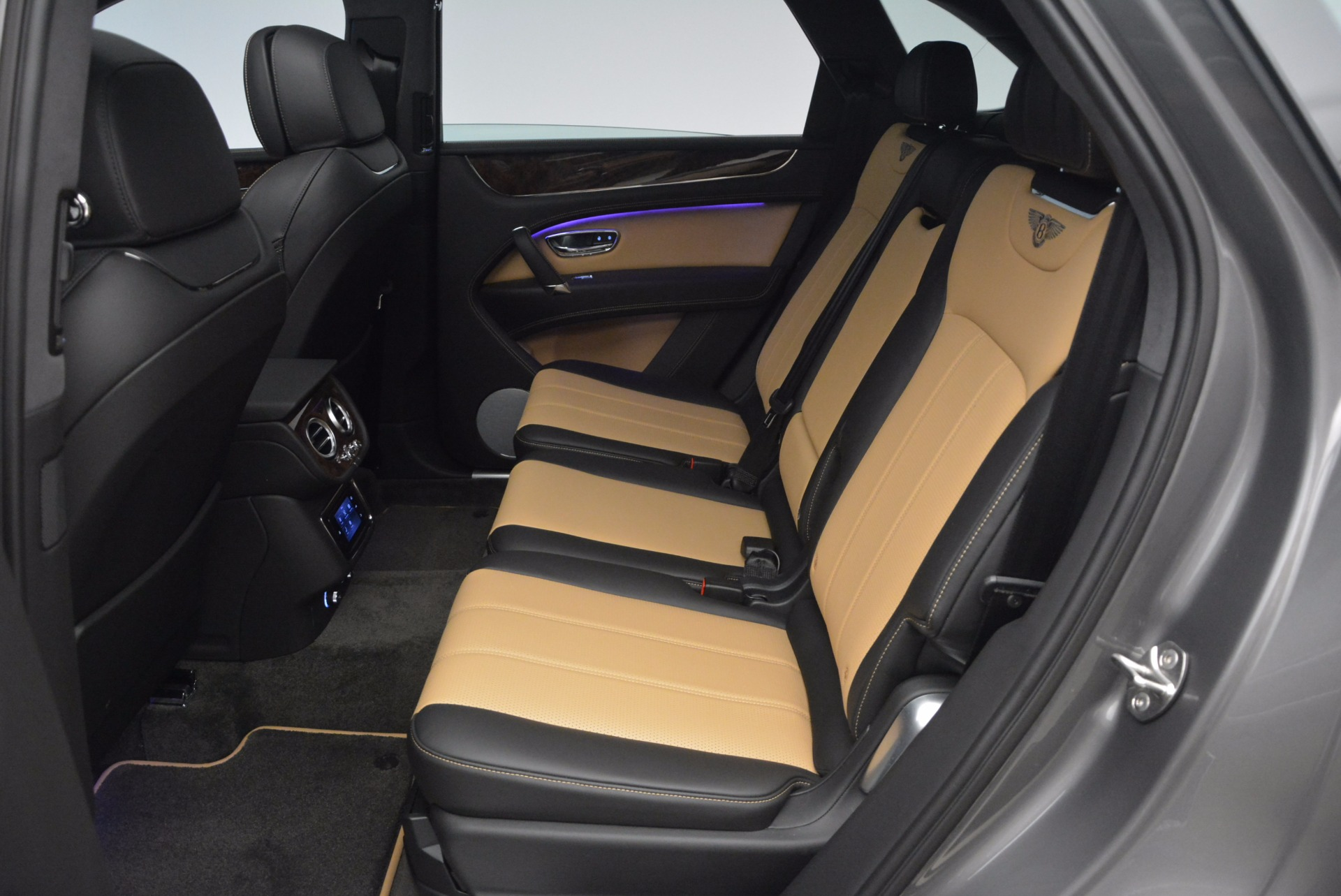 New 2018 Bentley Bentayga Activity Edition-Now with seating for 7!!! For Sale In Greenwich, CT 1396_p31