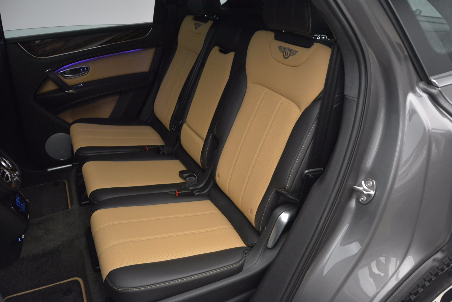 New 2018 Bentley Bentayga Activity Edition-Now with seating for 7!!! For Sale In Greenwich, CT 1396_p32