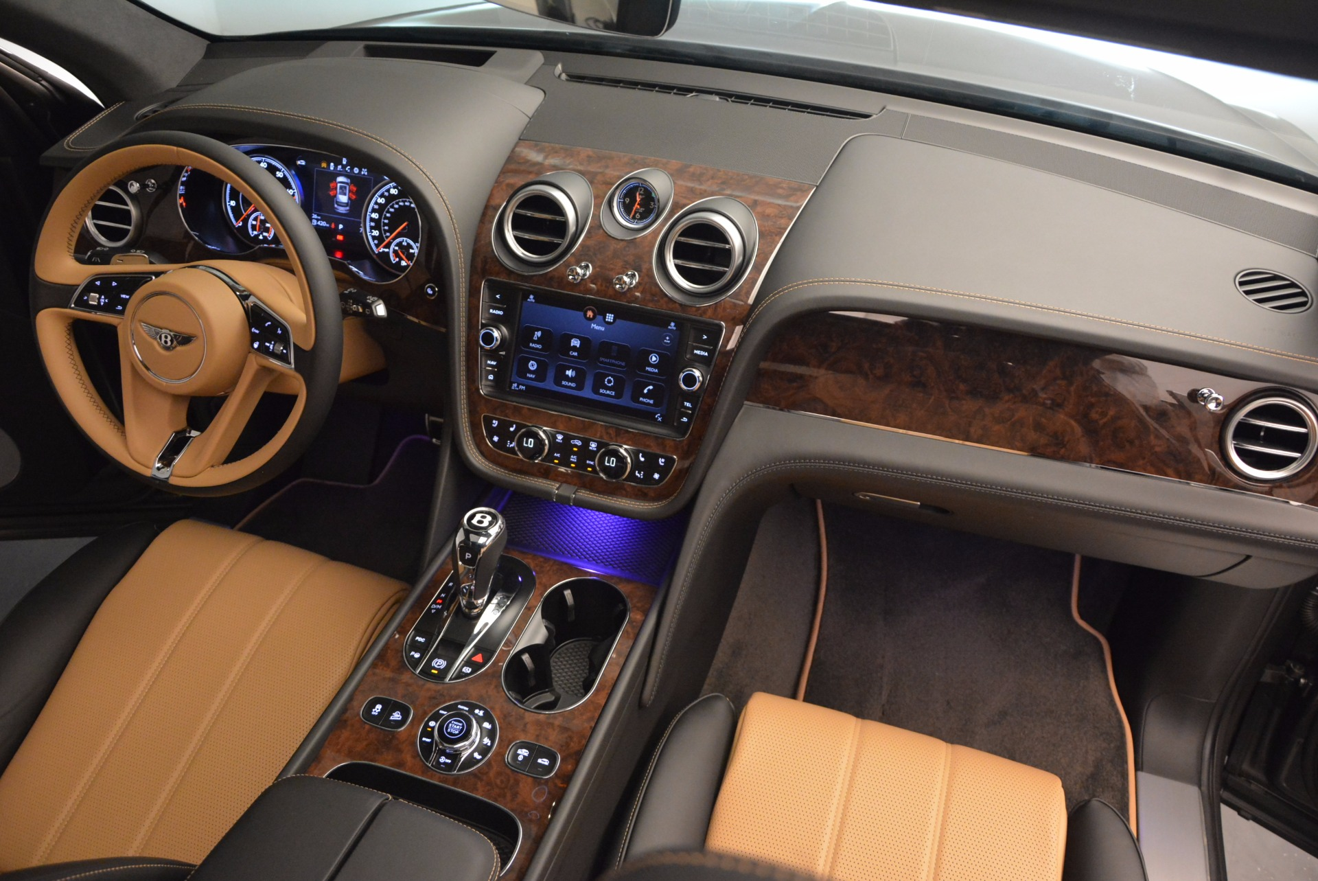 New 2018 Bentley Bentayga Activity Edition-Now with seating for 7!!! For Sale In Greenwich, CT 1396_p53
