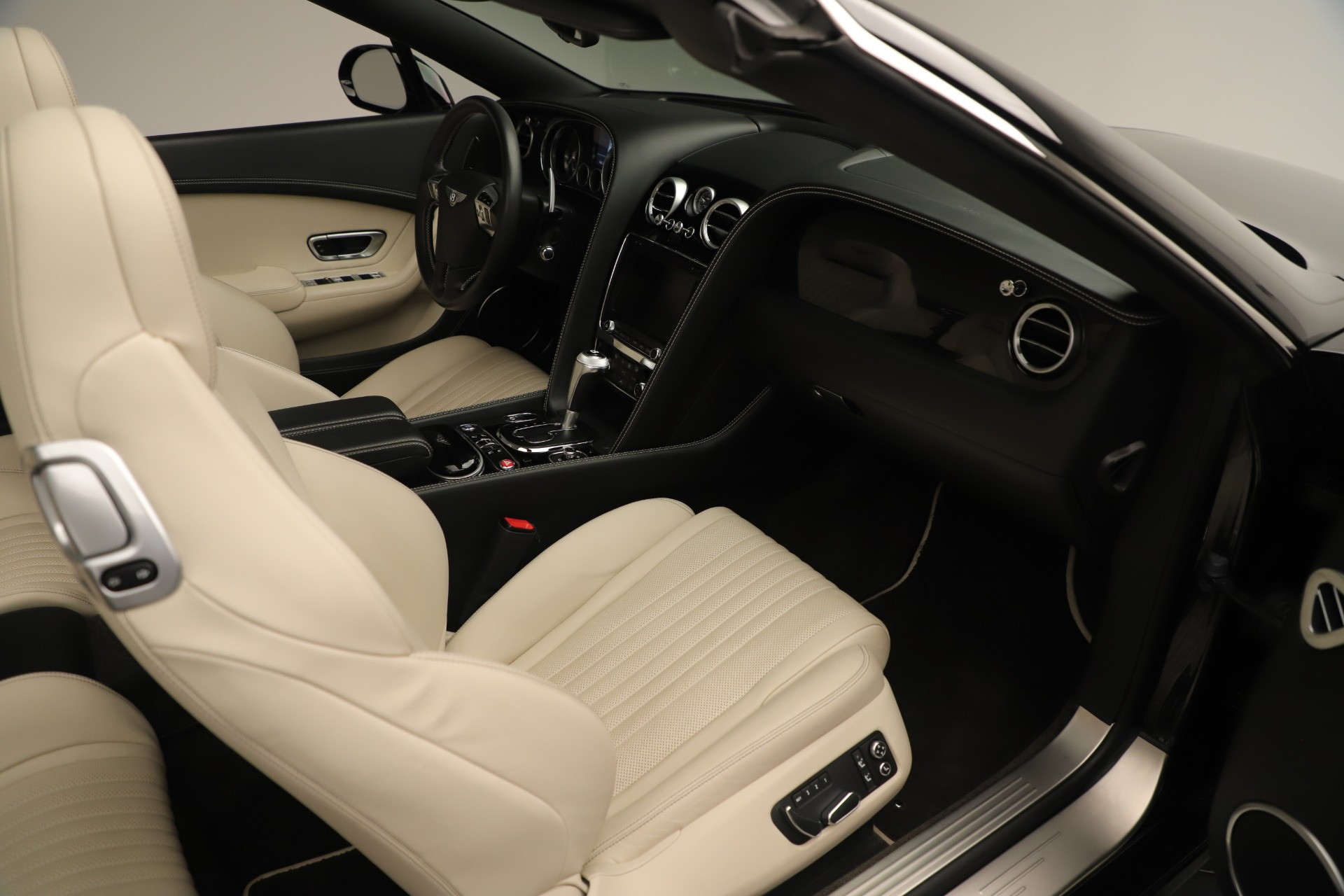 Used 2016 Bentley Continental GT V8 S Convertible  For Sale In Greenwich, CT 14_p32