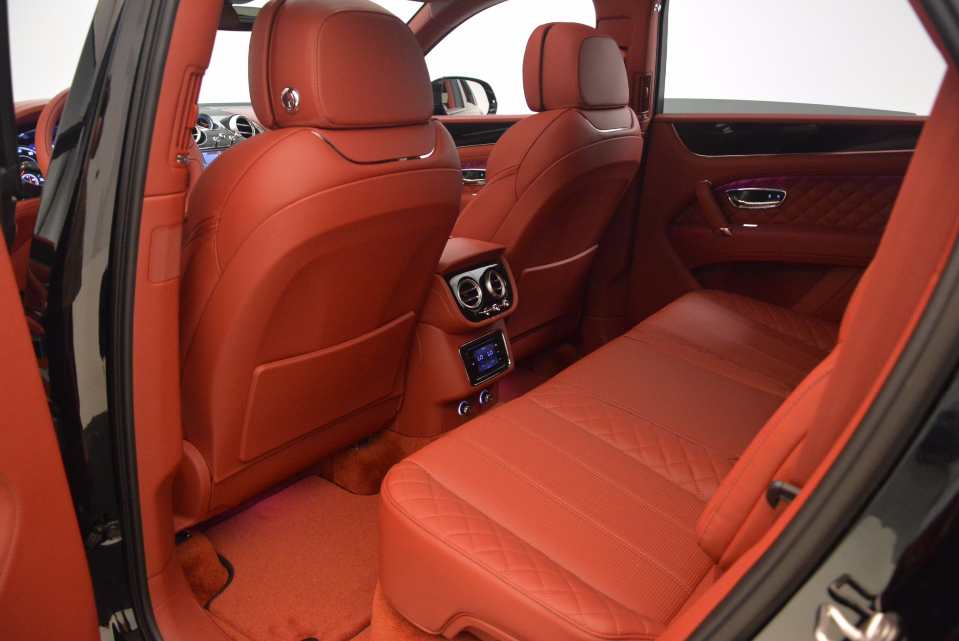 New 2018 Bentley Bentayga Black Edition For Sale In Greenwich, CT 1418_p43