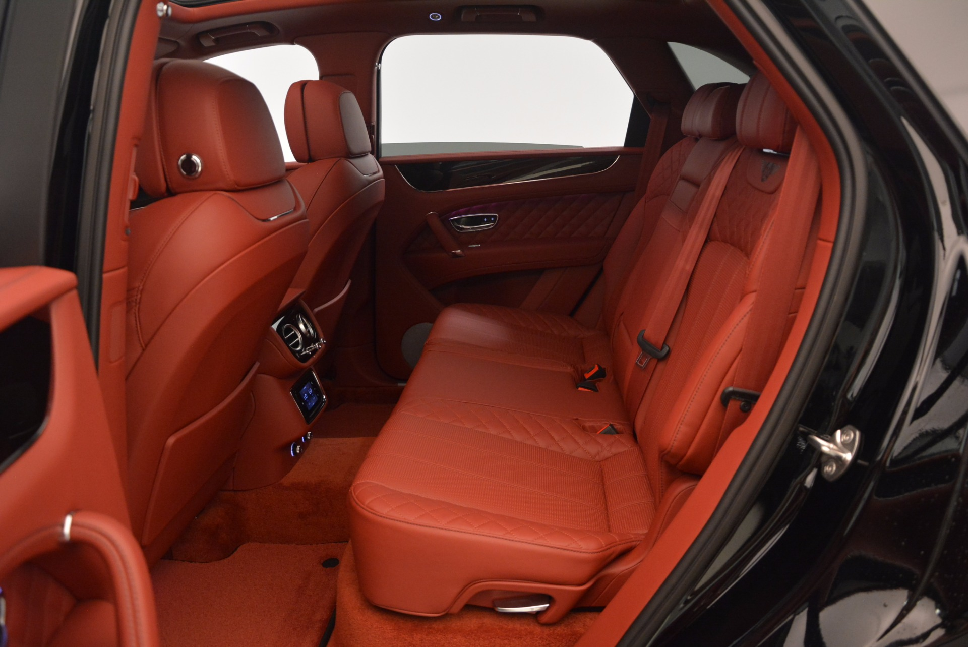 New 2018 Bentley Bentayga Black Edition For Sale In Greenwich, CT 1418_p44