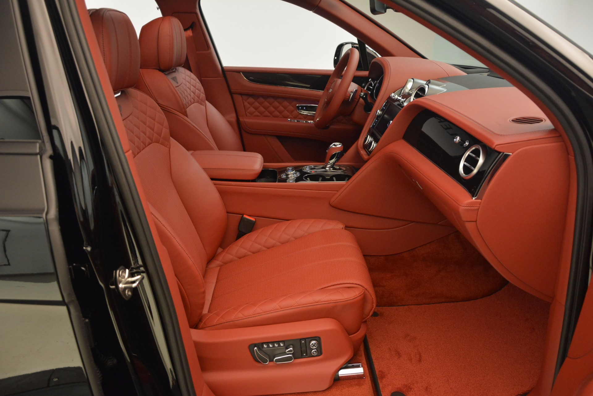 New 2018 Bentley Bentayga Black Edition For Sale In Greenwich, CT 1418_p49