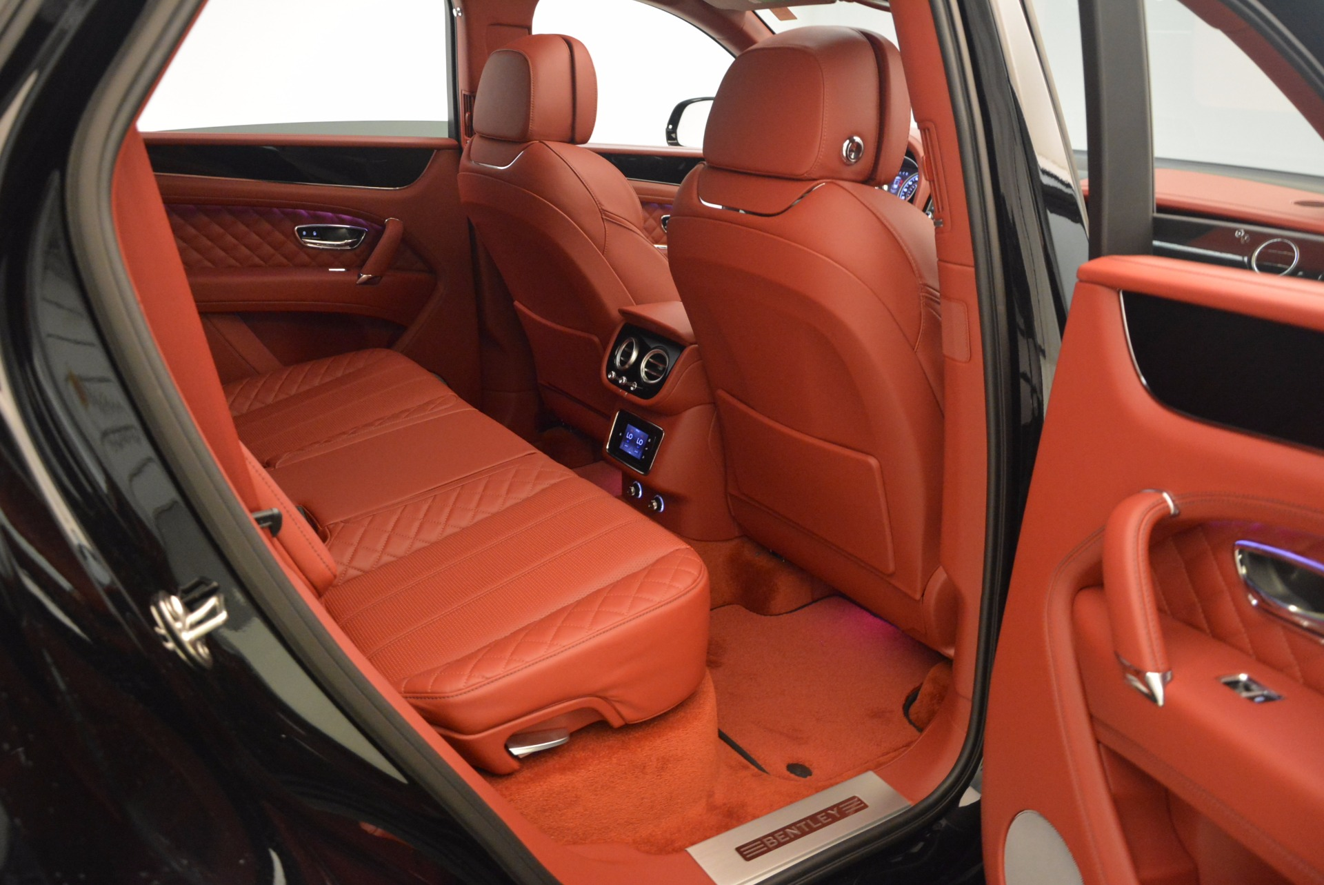 New 2018 Bentley Bentayga Black Edition For Sale In Greenwich, CT 1418_p51