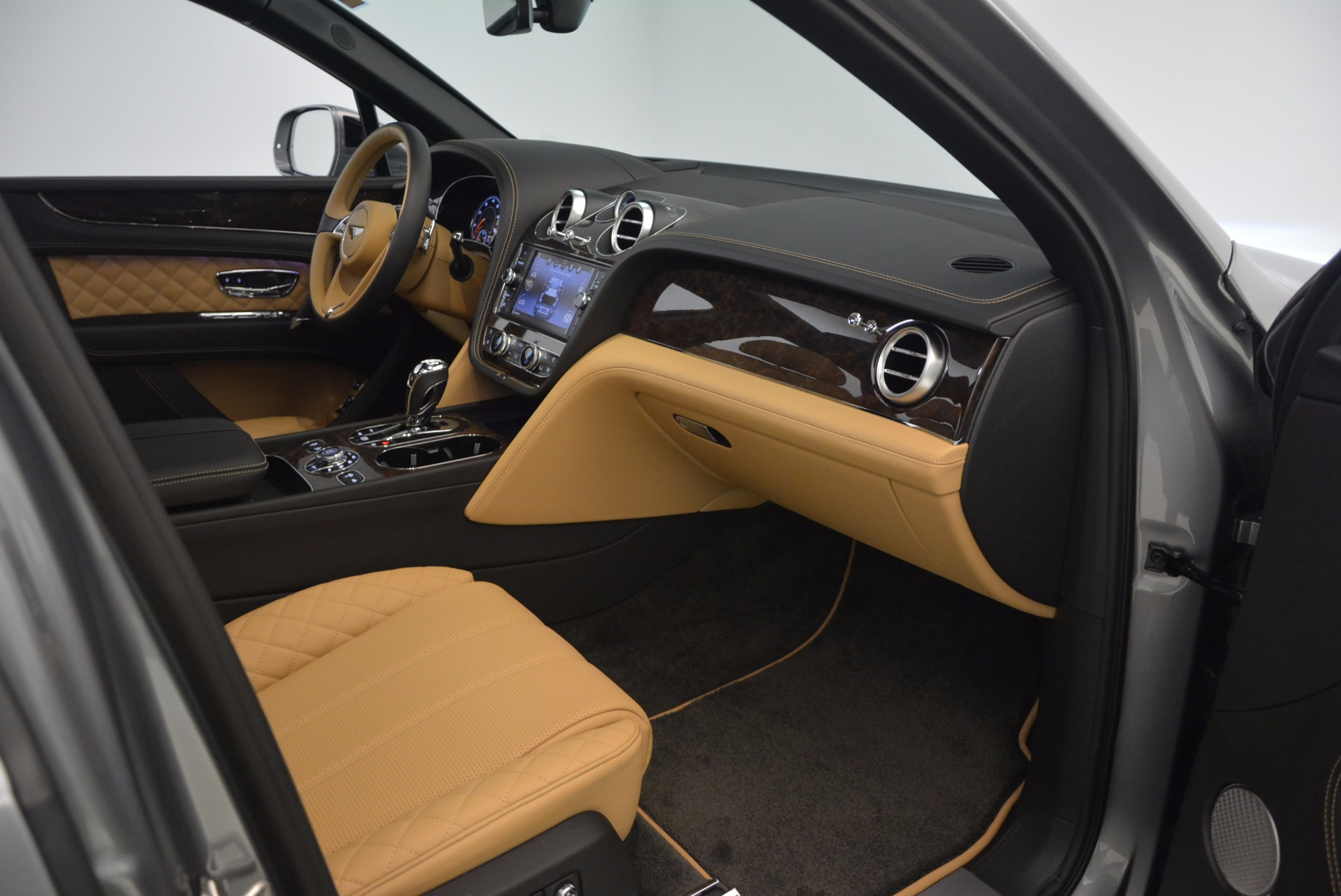 New 2018 Bentley Bentayga  For Sale In Greenwich, CT 1426_p44