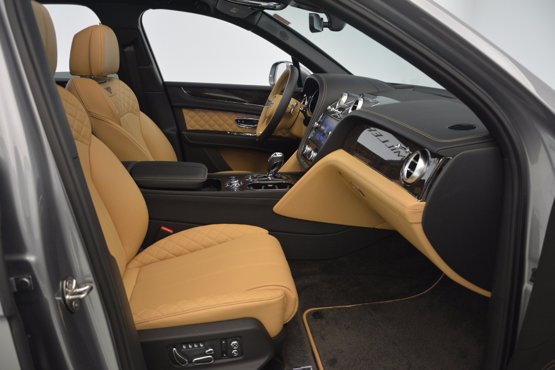 New 2018 Bentley Bentayga  For Sale In Greenwich, CT 1426_p45