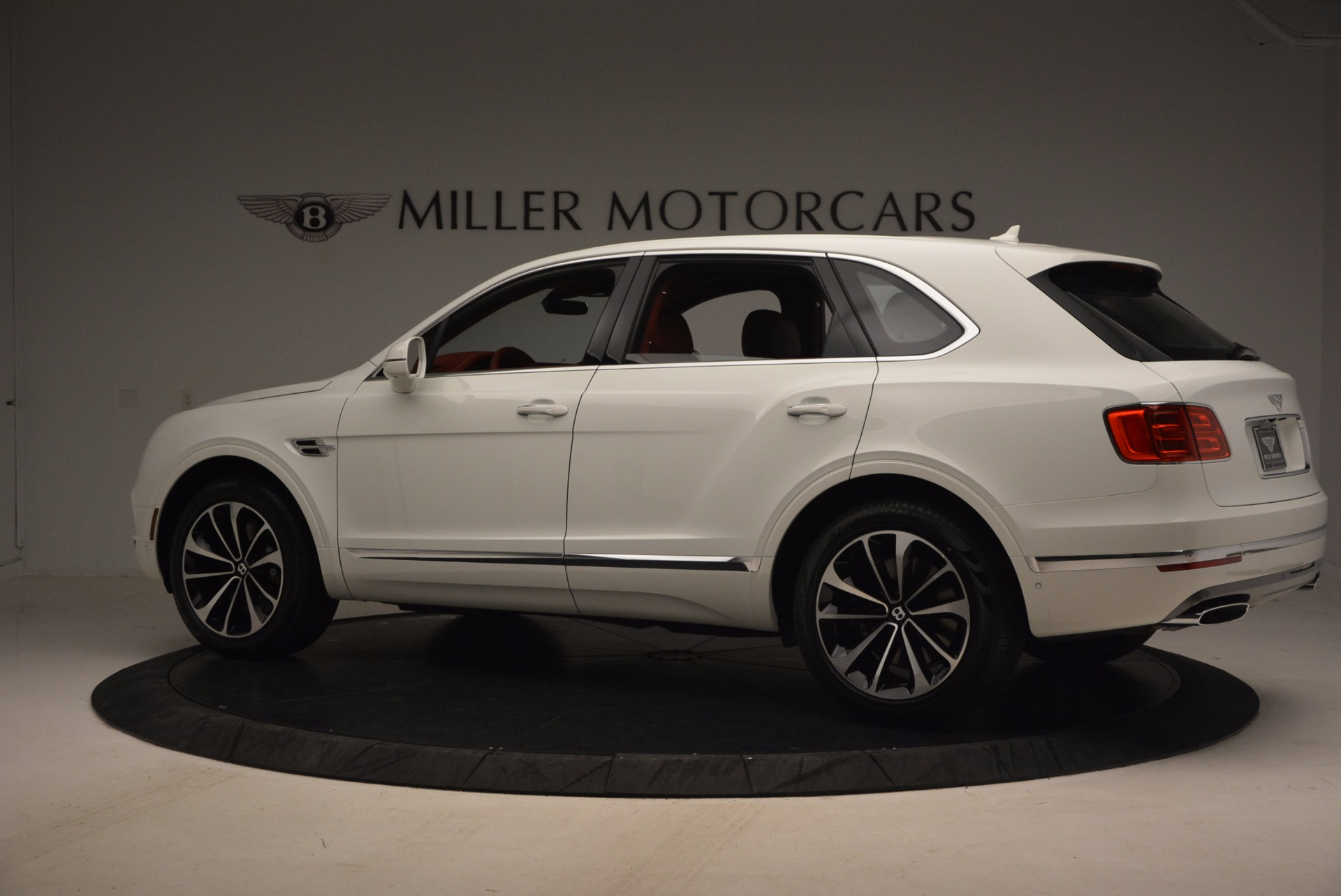 New 2018 Bentley Bentayga Onyx Edition For Sale In Greenwich, CT 1429_p4
