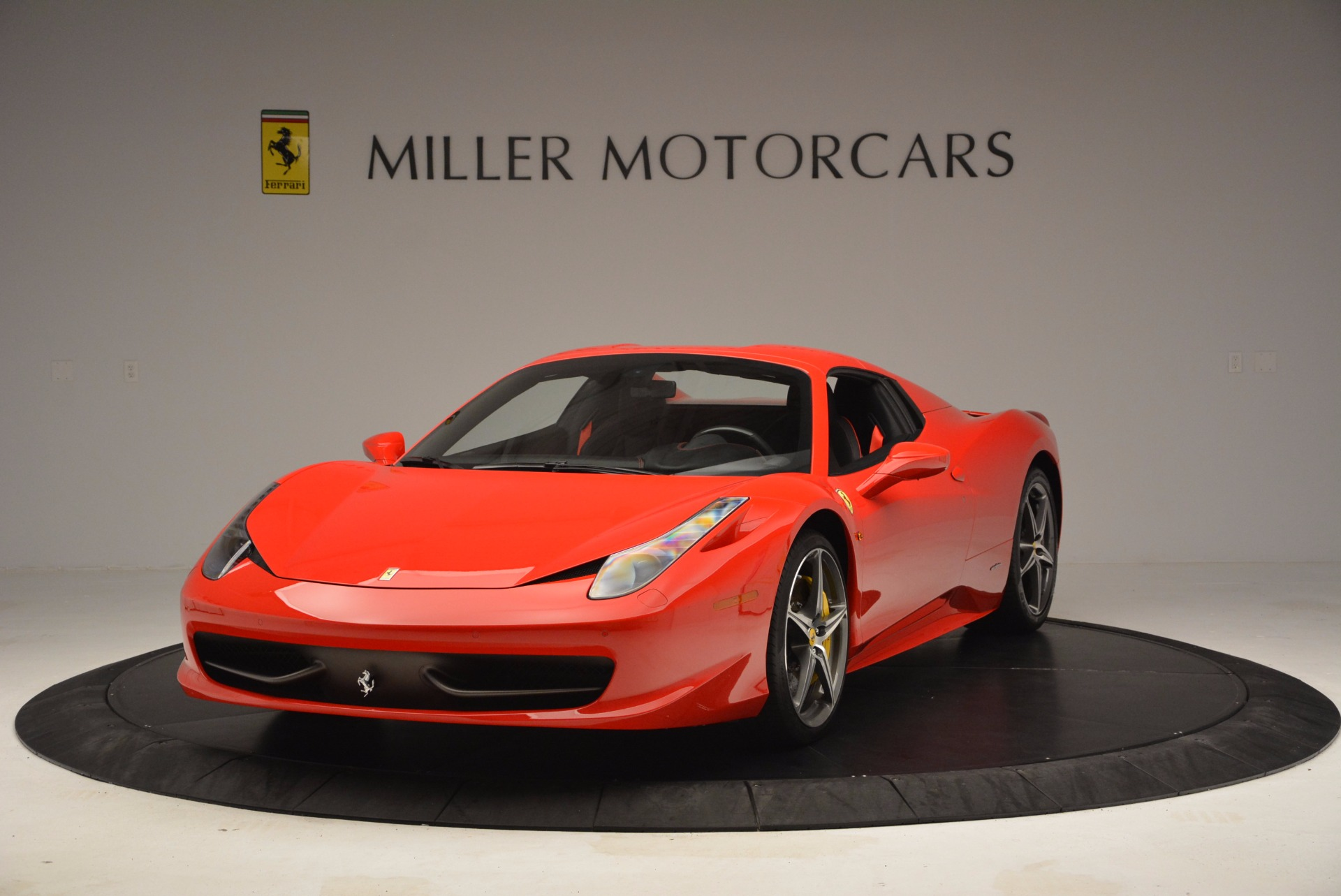 Used 2014 Ferrari 458 Spider  For Sale In Greenwich, CT 1430_p13
