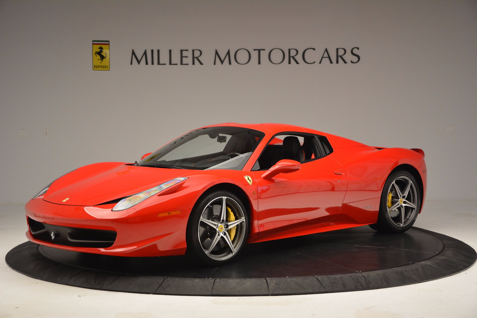 Used 2014 Ferrari 458 Spider  For Sale In Greenwich, CT 1430_p14