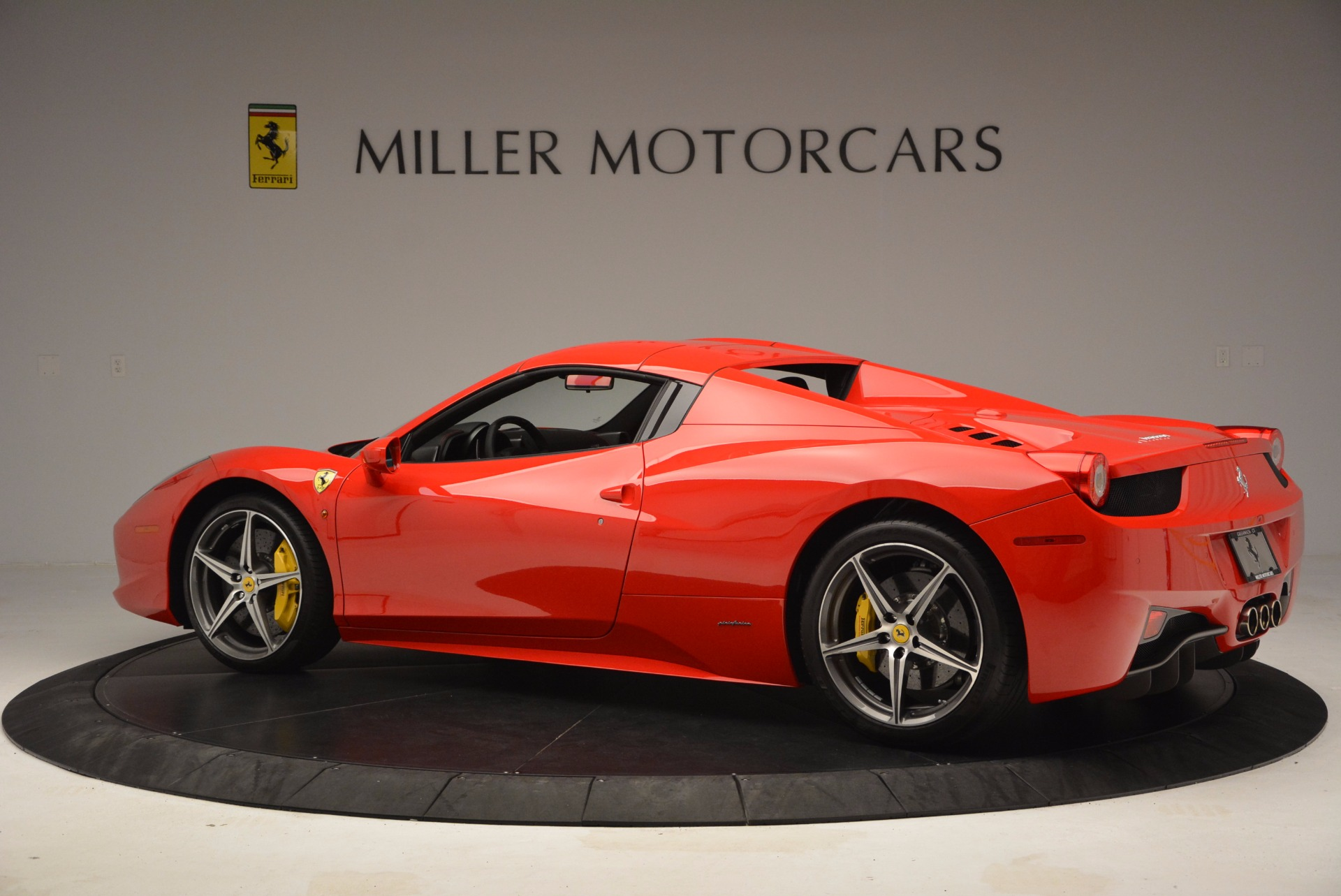 Used 2014 Ferrari 458 Spider  For Sale In Greenwich, CT 1430_p16