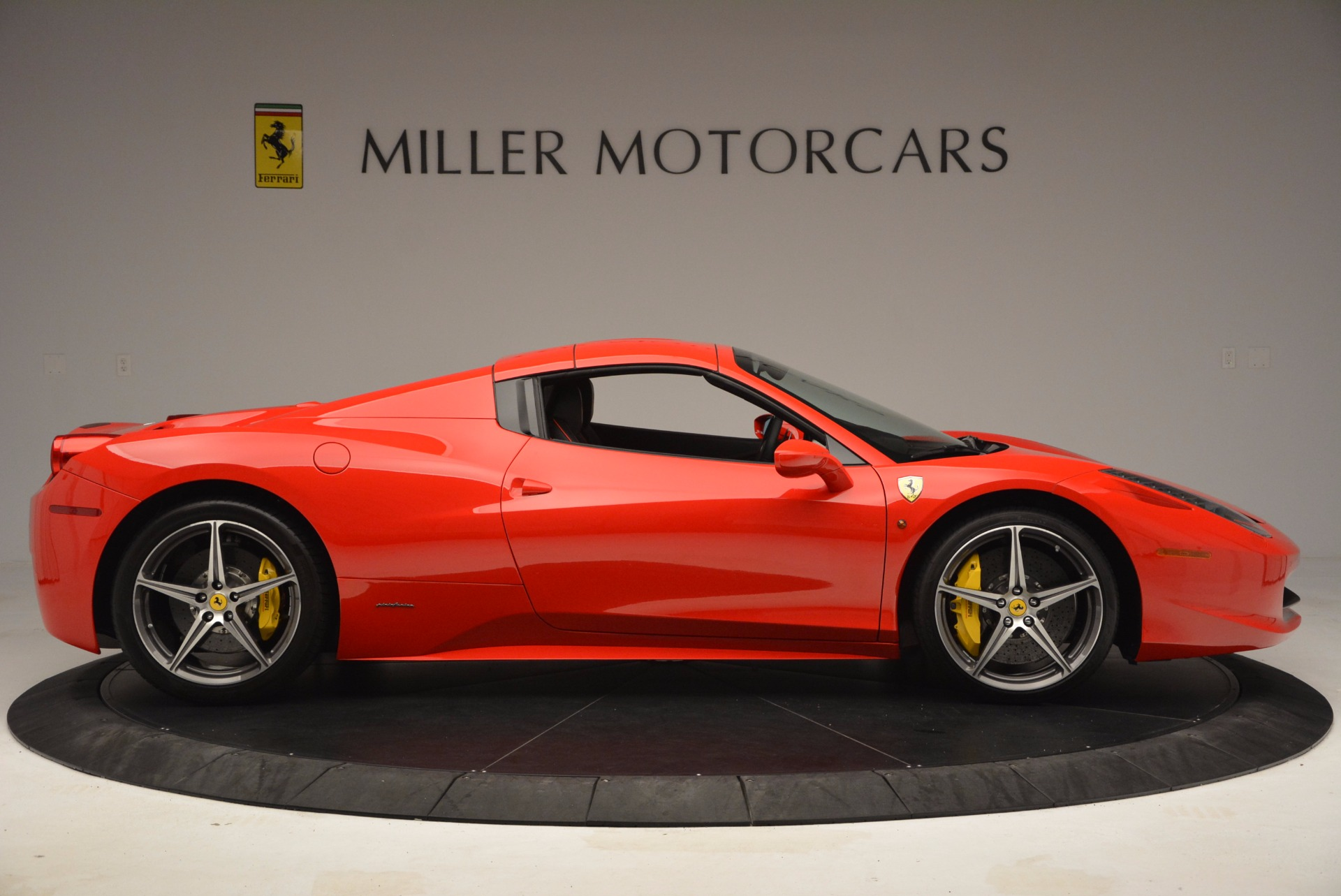 Used 2014 Ferrari 458 Spider  For Sale In Greenwich, CT 1430_p21