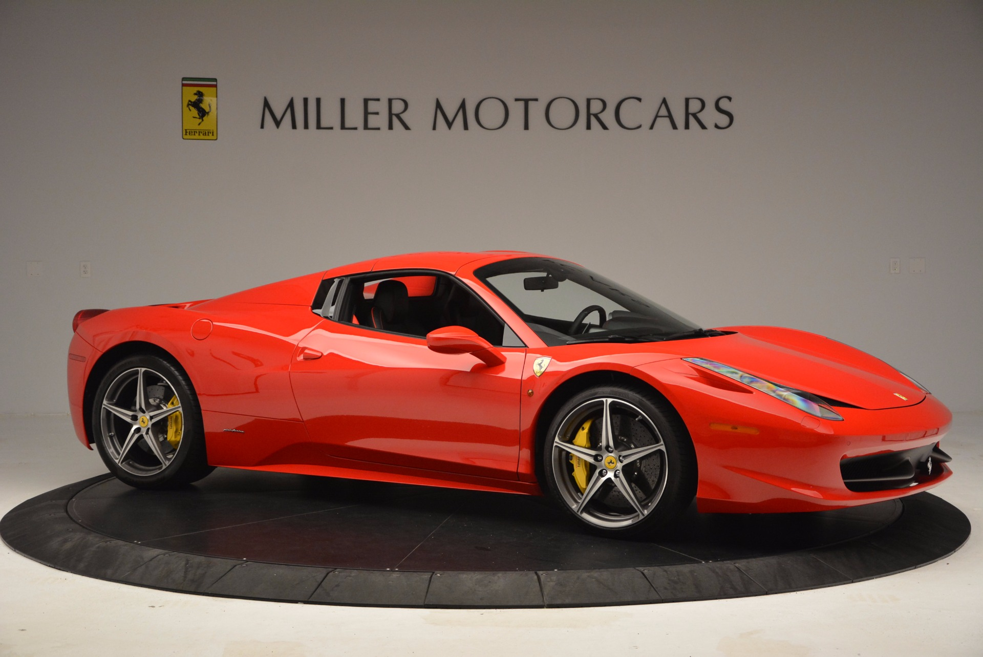 Used 2014 Ferrari 458 Spider  For Sale In Greenwich, CT 1430_p22