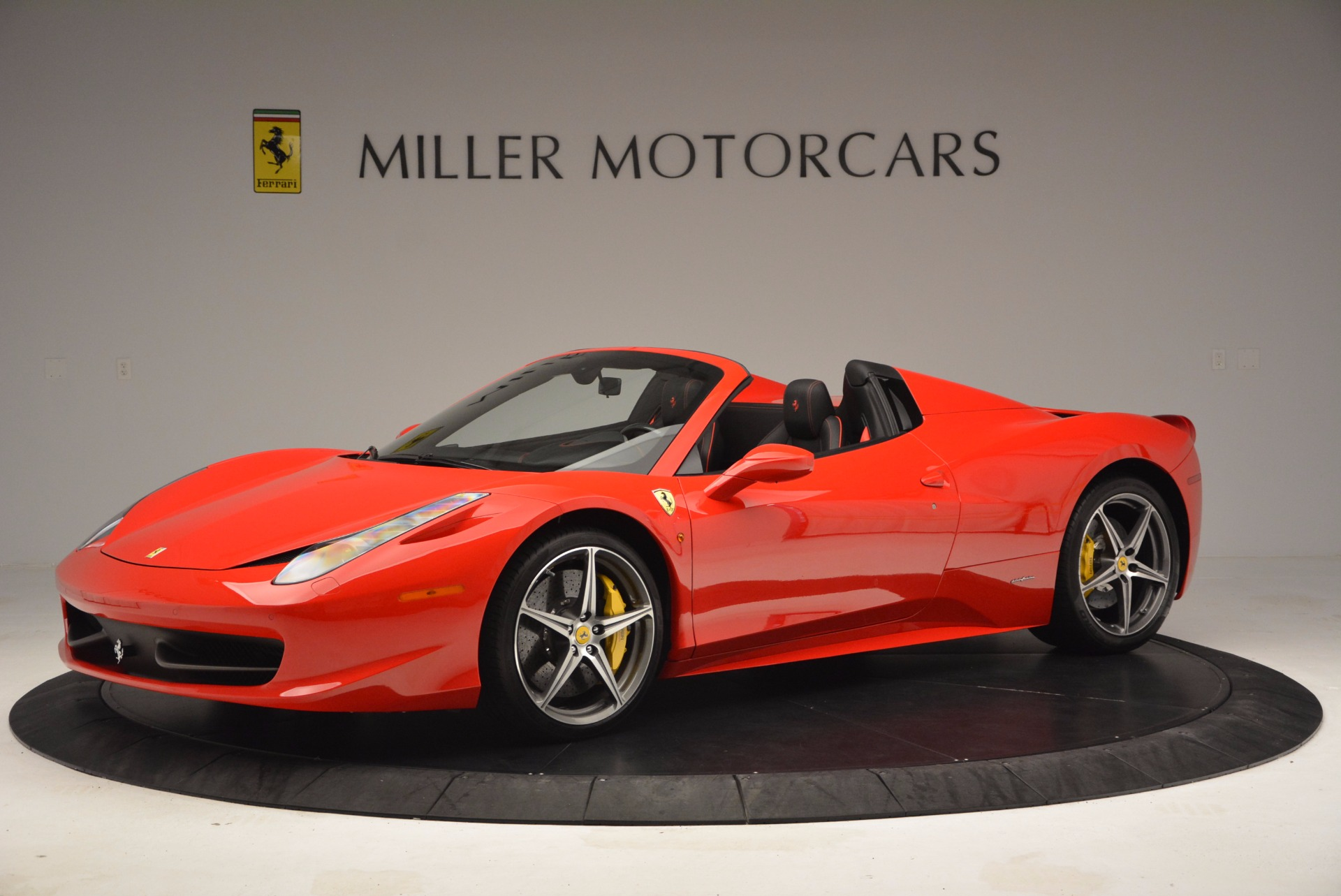 Used 2014 Ferrari 458 Spider  For Sale In Greenwich, CT 1430_p2