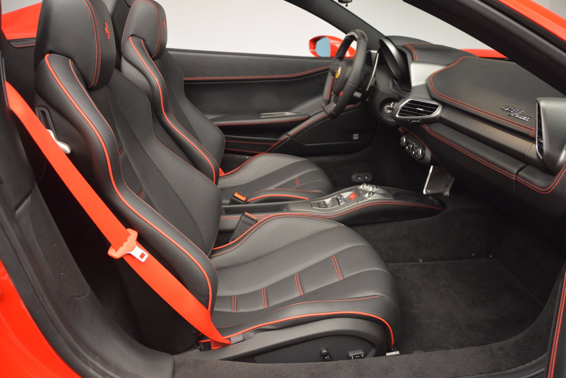 Used 2014 Ferrari 458 Spider  For Sale In Greenwich, CT 1430_p30