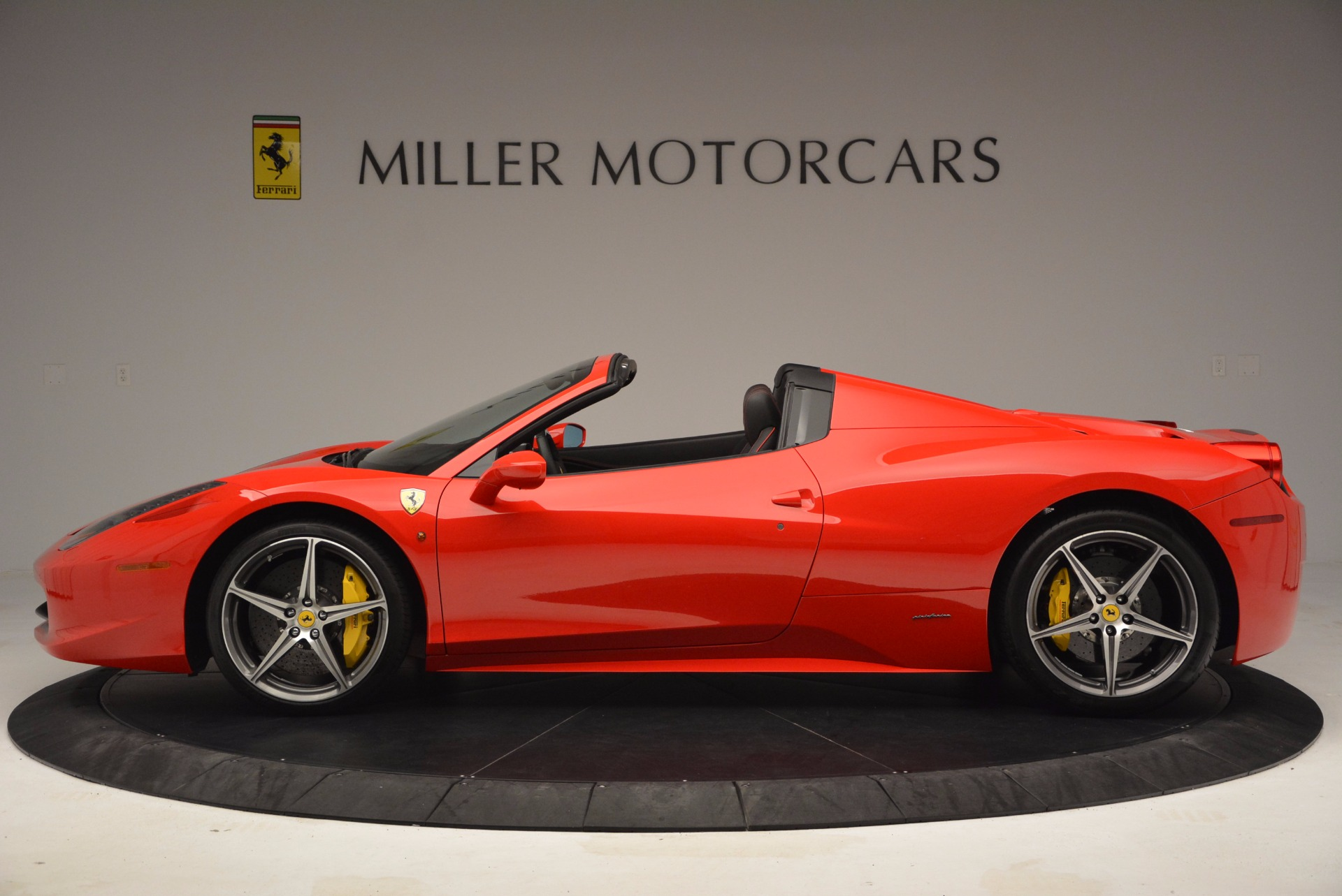 Used 2014 Ferrari 458 Spider  For Sale In Greenwich, CT 1430_p3