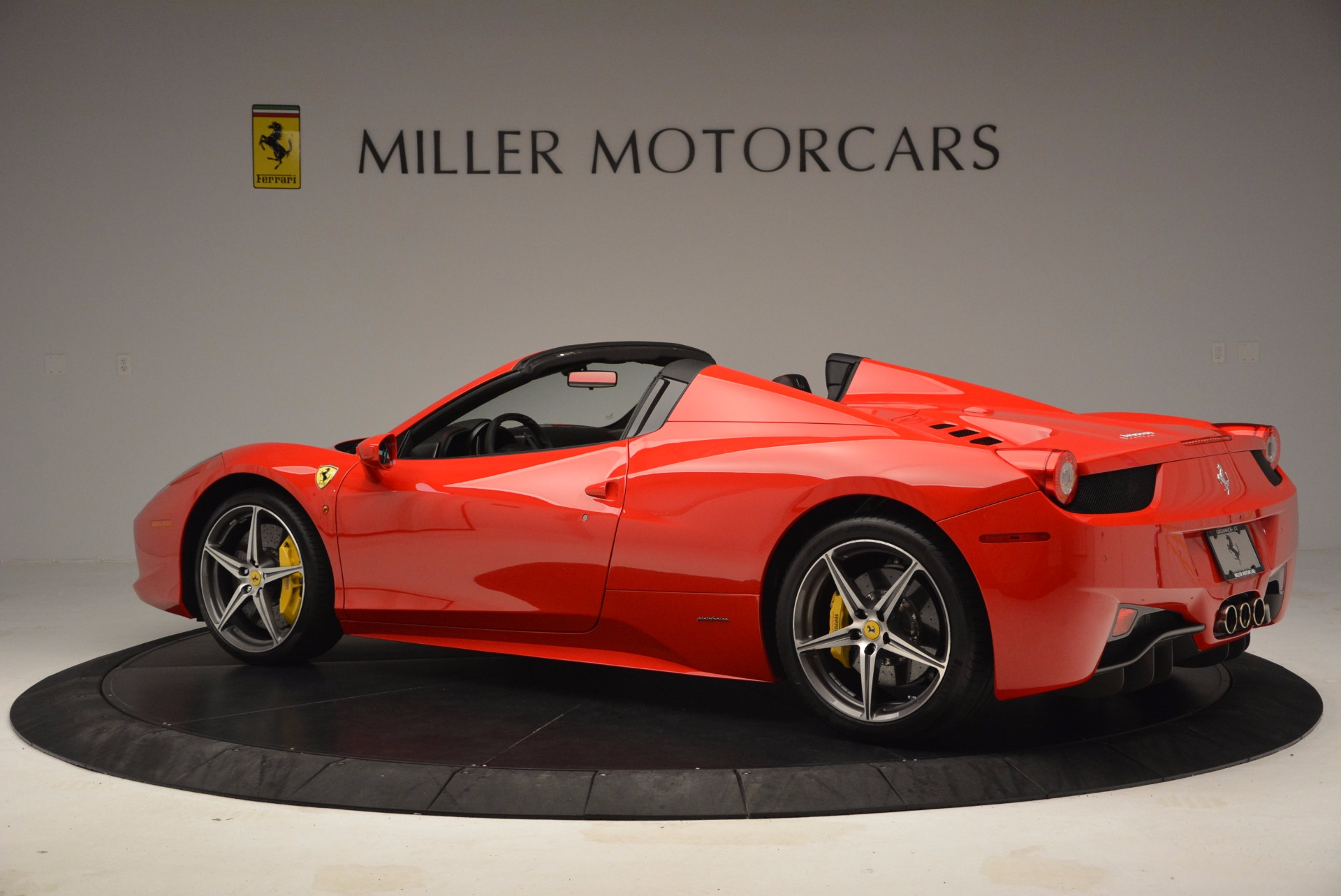 Used 2014 Ferrari 458 Spider  For Sale In Greenwich, CT 1430_p4