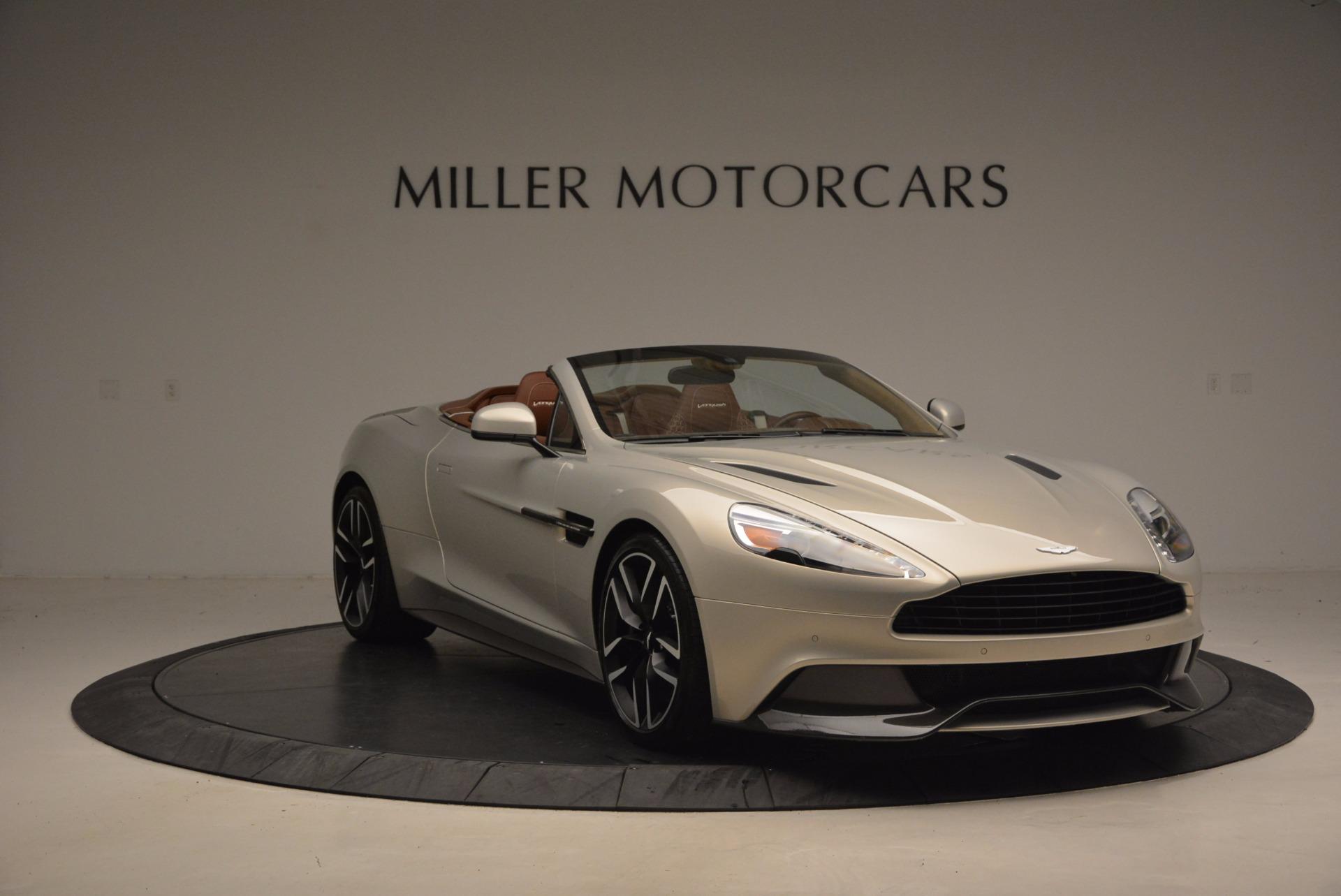 Used 2015 Aston Martin Vanquish Volante For Sale In Greenwich, CT 1448_p11