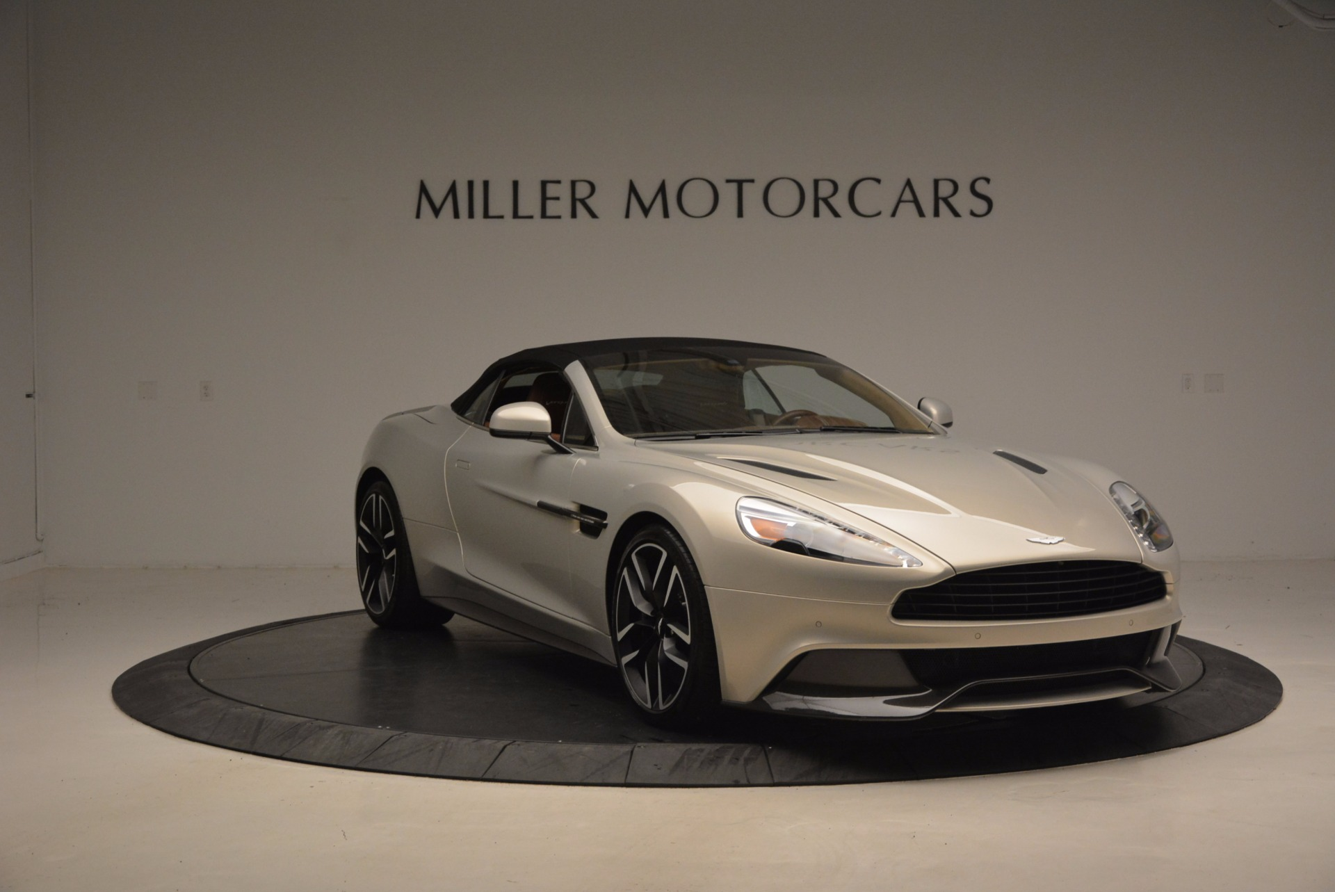 Used 2015 Aston Martin Vanquish Volante For Sale In Greenwich, CT 1448_p19
