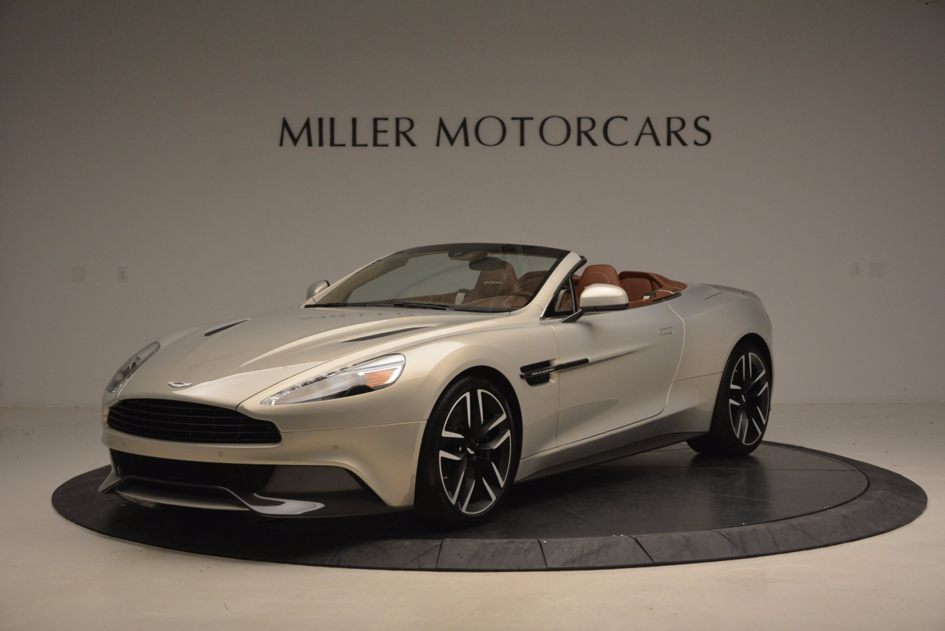 Used 2015 Aston Martin Vanquish Volante For Sale In Greenwich, CT 1448_p2