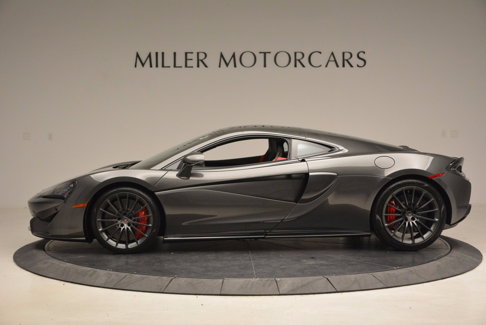New 2017 McLaren 570GT  For Sale In Greenwich, CT 1451_p3