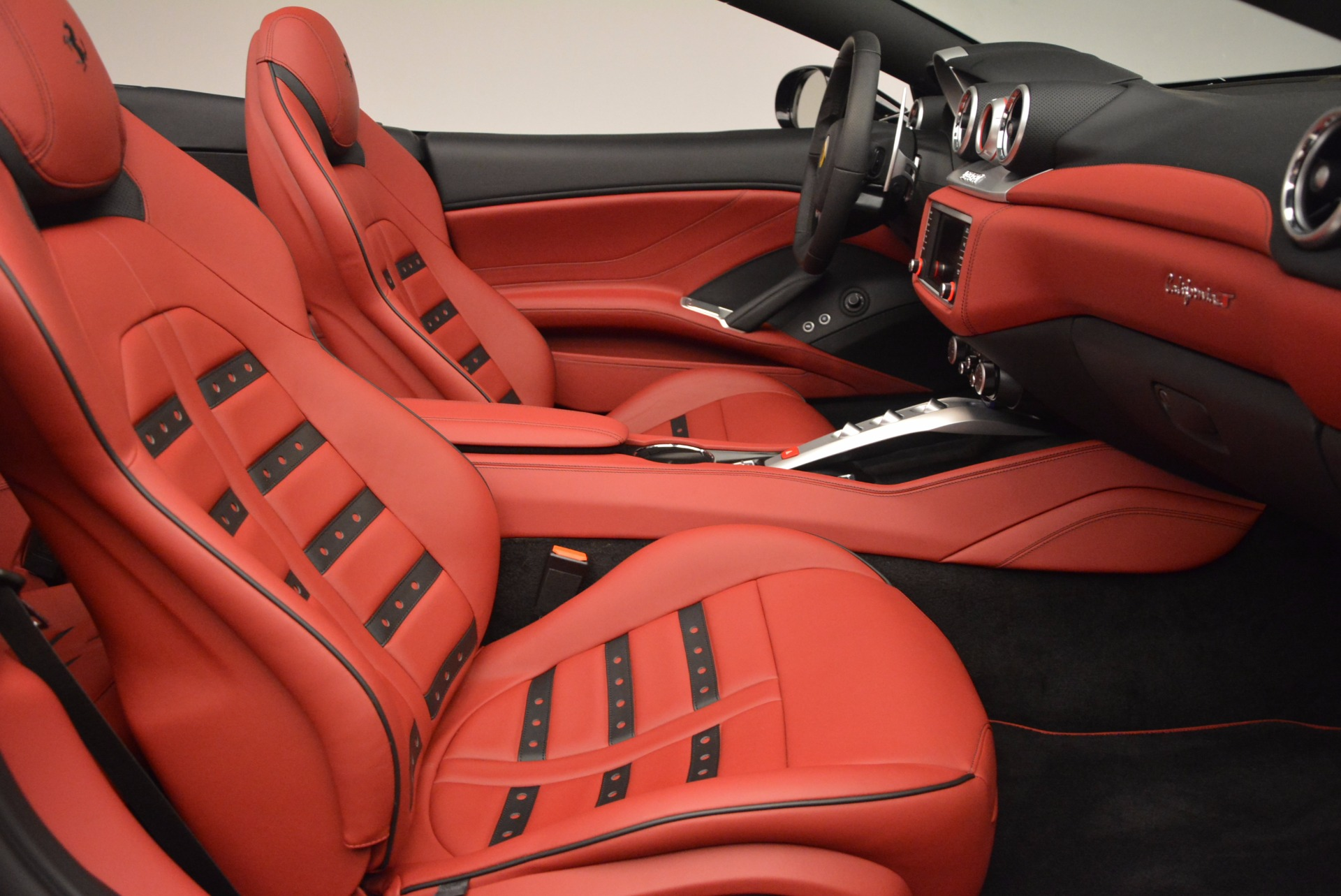 Used 2016 Ferrari California T Handling Speciale For Sale In Greenwich, CT 1458_p31