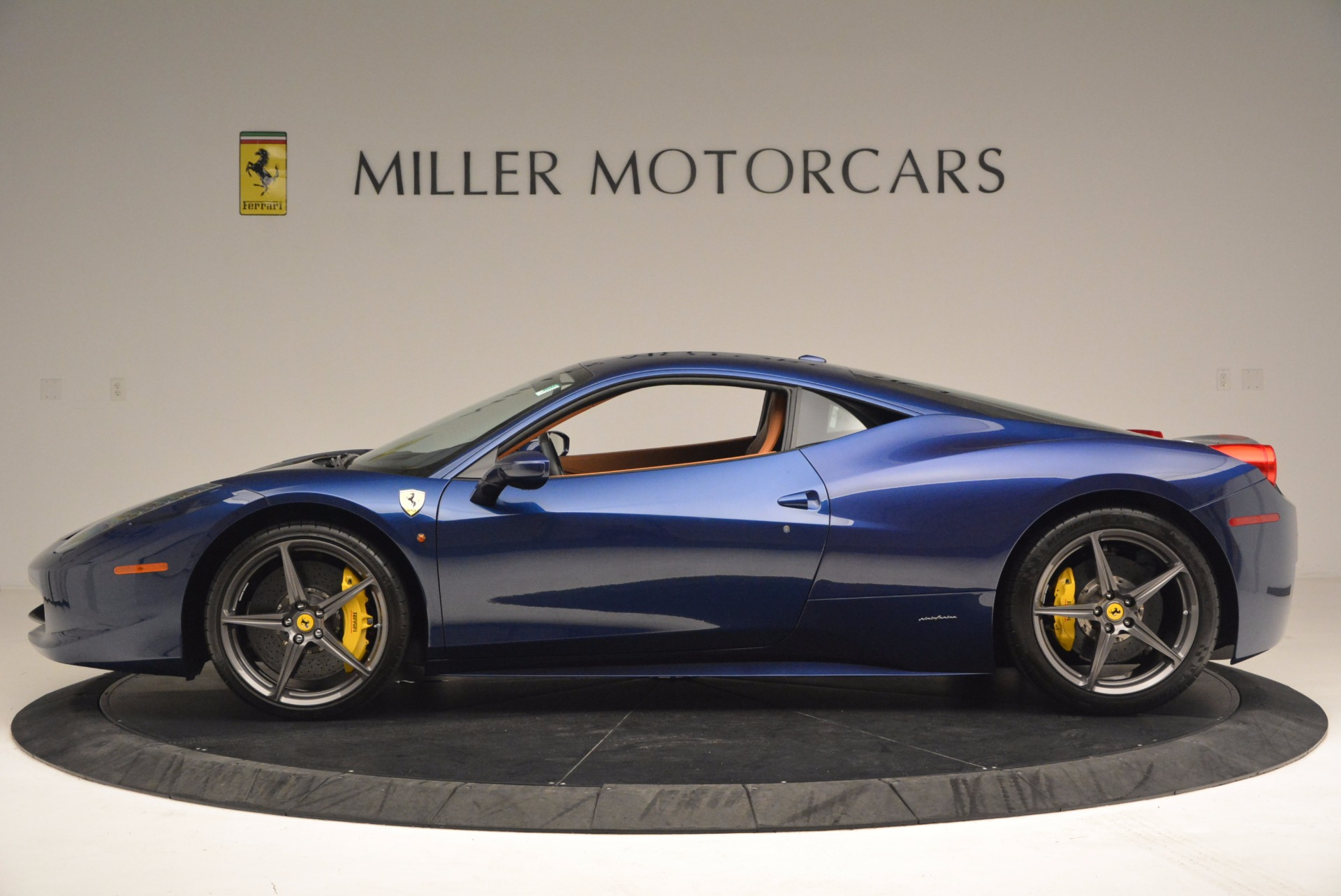 Used 2013 Ferrari 458 Italia  For Sale In Greenwich, CT 1465_p3