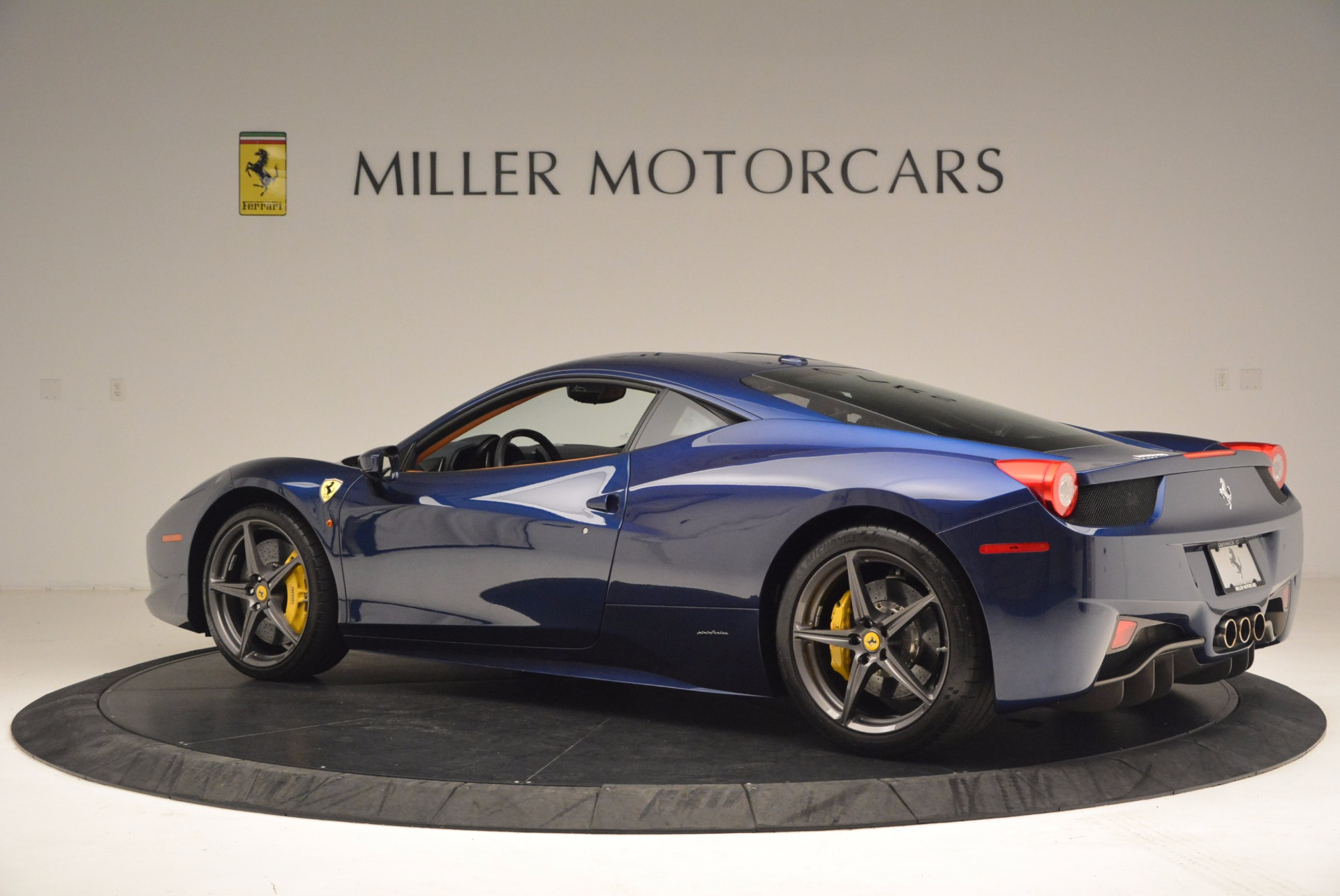 Used 2013 Ferrari 458 Italia  For Sale In Greenwich, CT 1465_p4