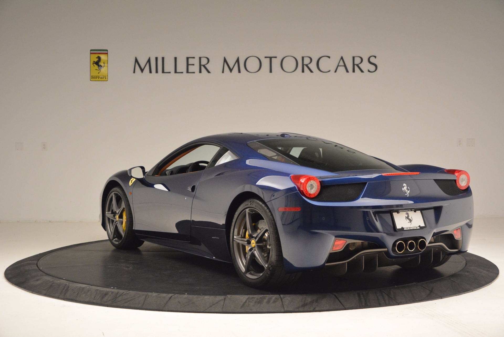 Used 2013 Ferrari 458 Italia  For Sale In Greenwich, CT 1465_p5