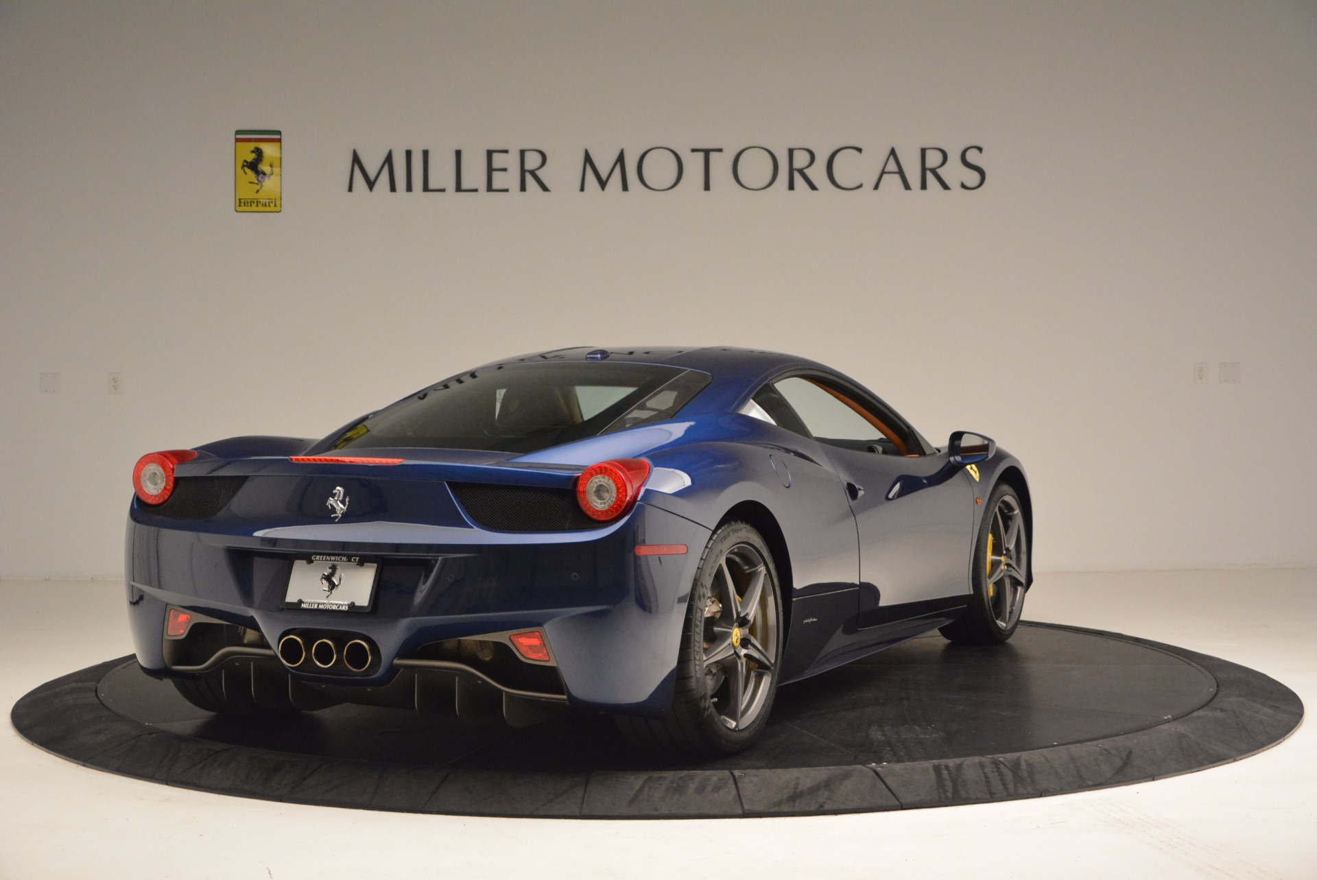 Used 2013 Ferrari 458 Italia  For Sale In Greenwich, CT 1465_p7