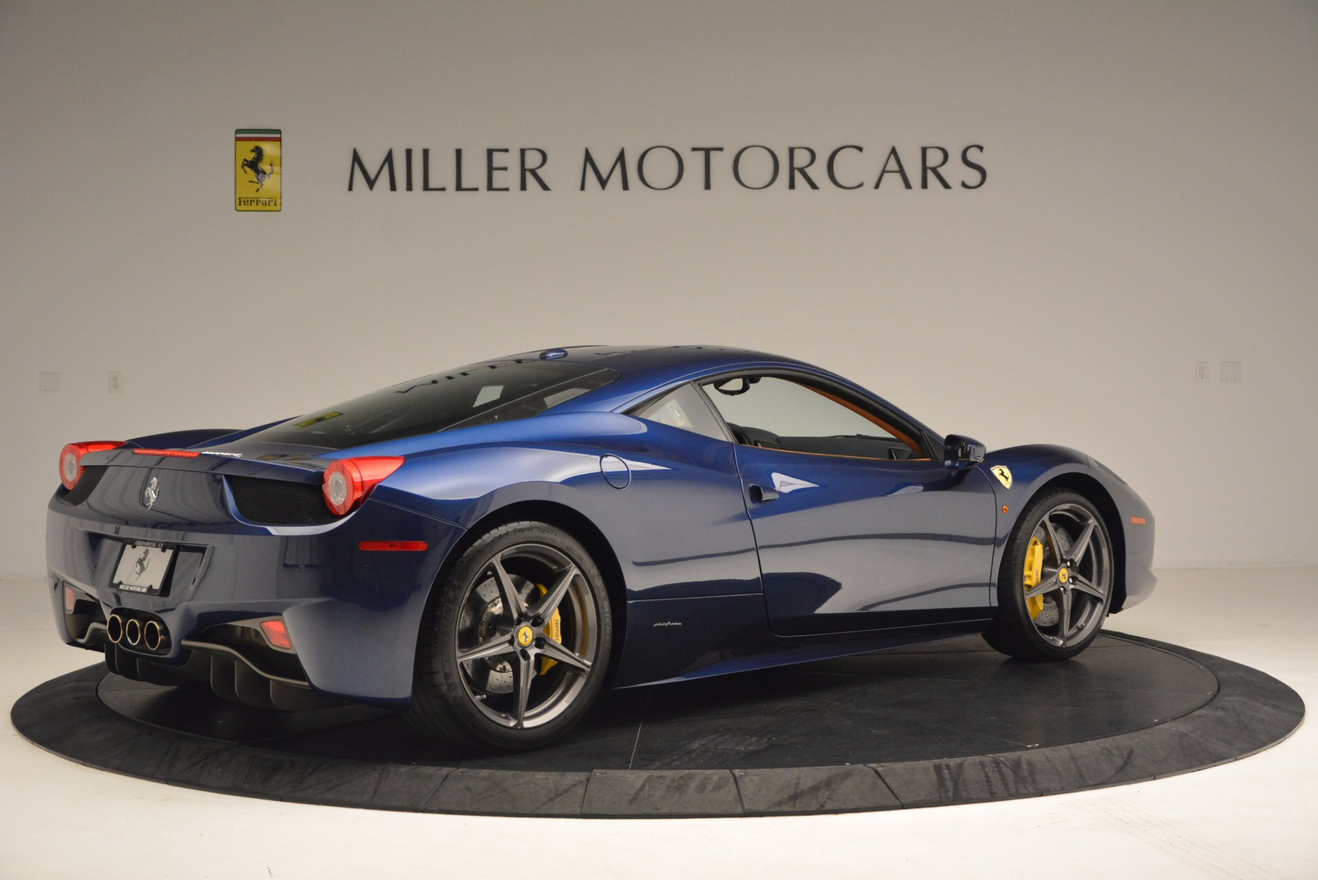 Used 2013 Ferrari 458 Italia  For Sale In Greenwich, CT 1465_p8