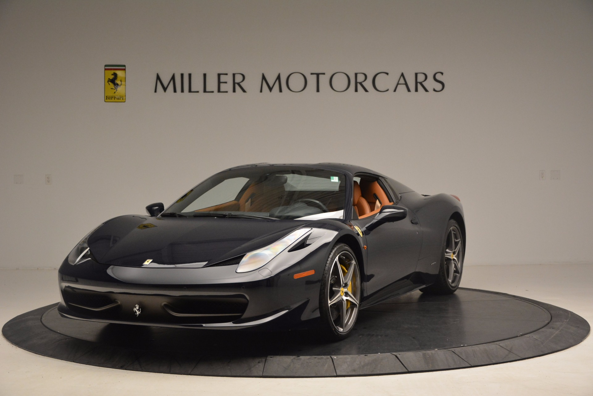 Used 2015 Ferrari 458 Spider  For Sale In Greenwich, CT 1477_p11