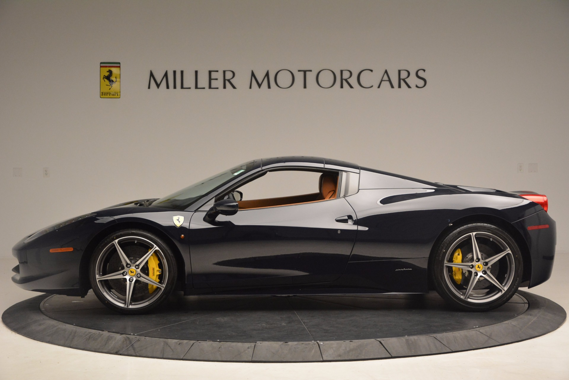 Used 2015 Ferrari 458 Spider  For Sale In Greenwich, CT 1477_p13