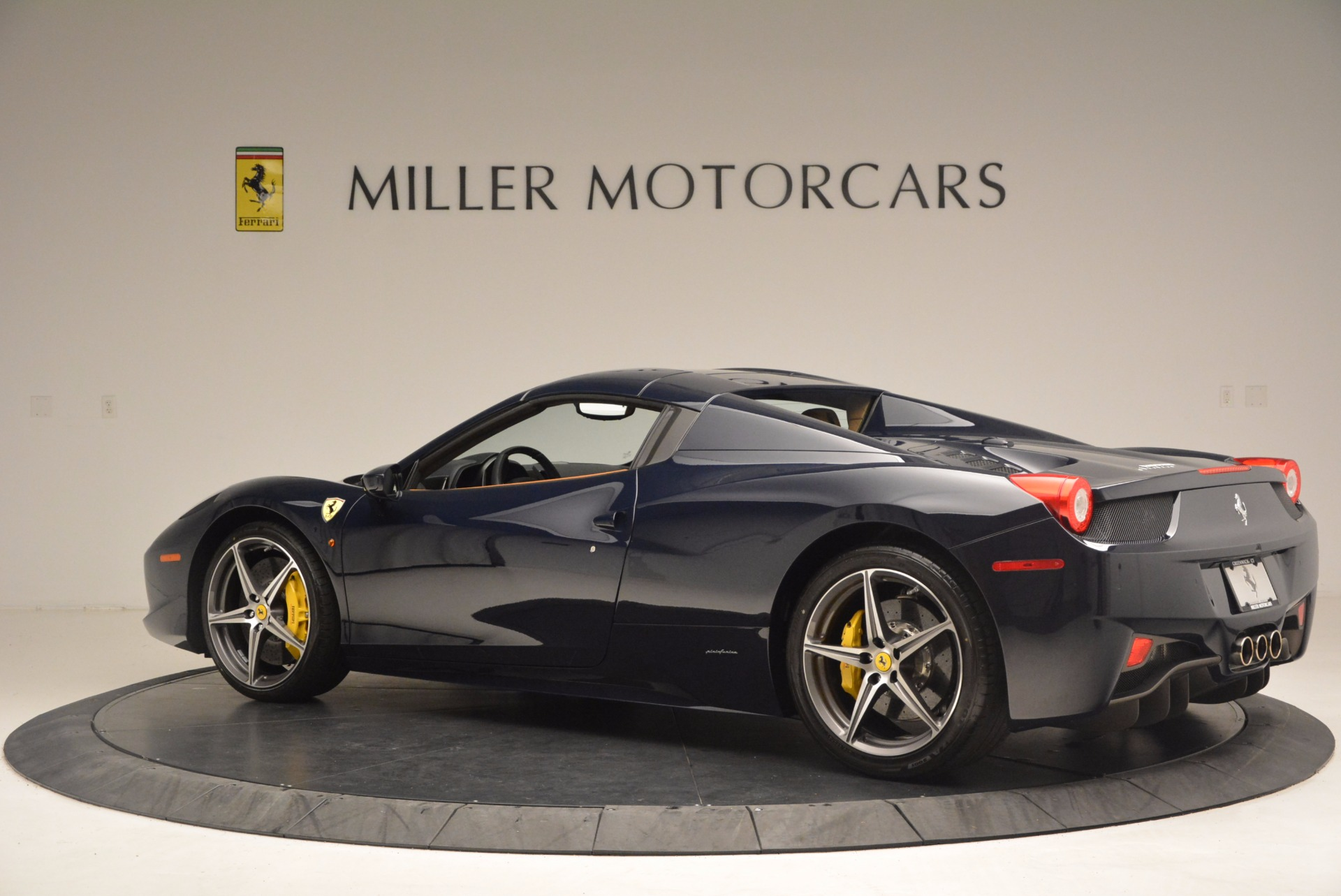 Used 2015 Ferrari 458 Spider  For Sale In Greenwich, CT 1477_p14