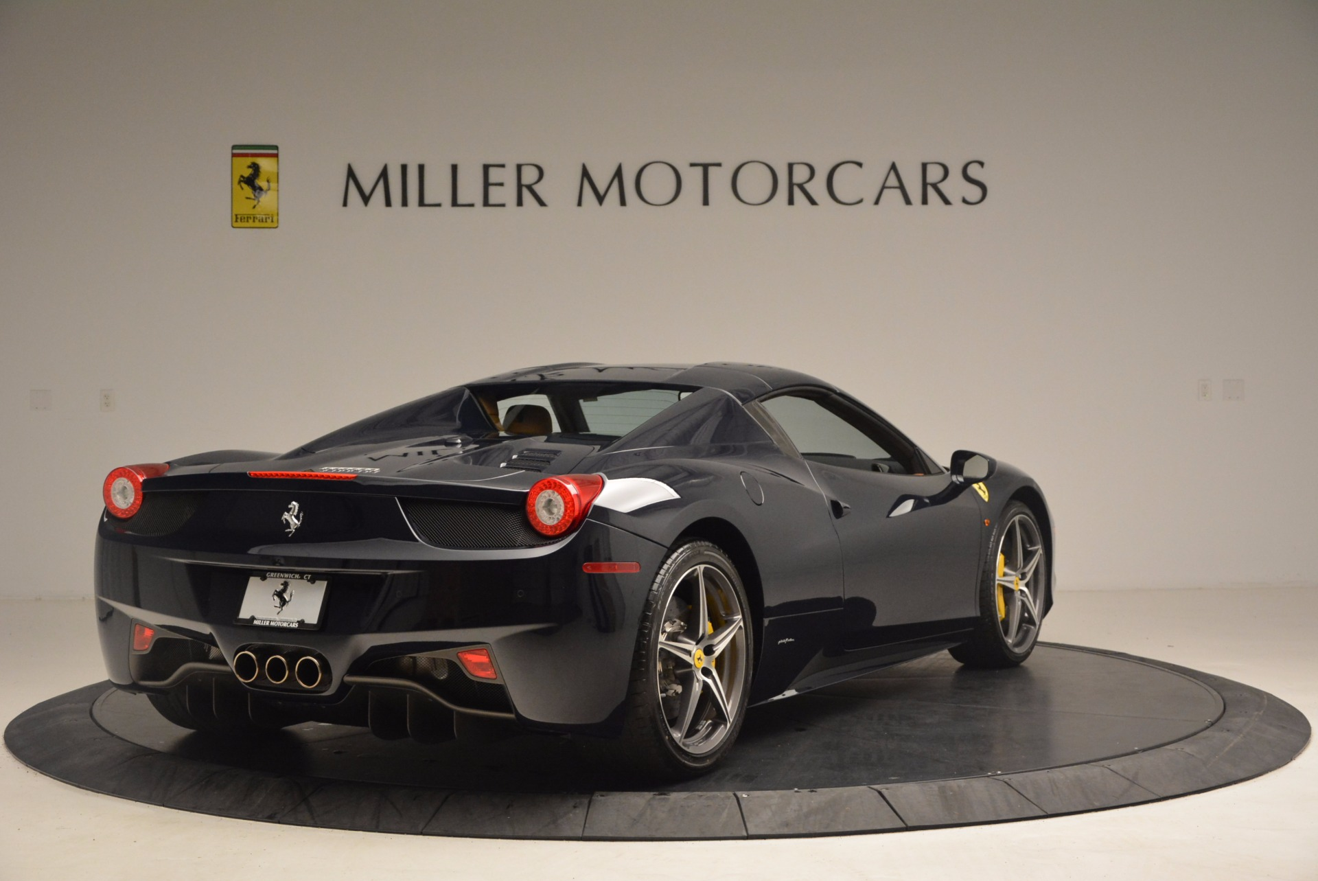 Used 2015 Ferrari 458 Spider  For Sale In Greenwich, CT 1477_p17