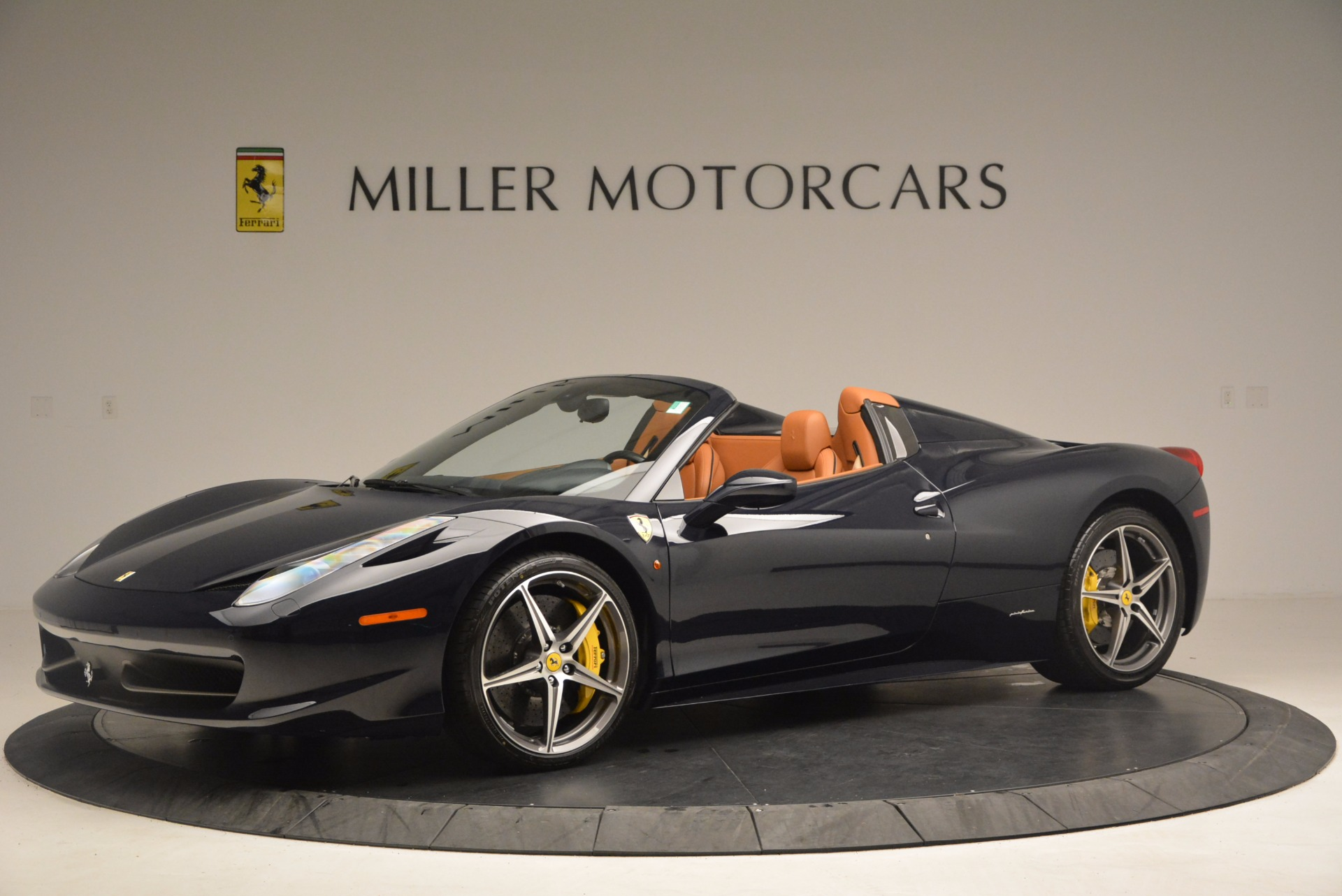Used 2015 Ferrari 458 Spider  For Sale In Greenwich, CT 1477_p2