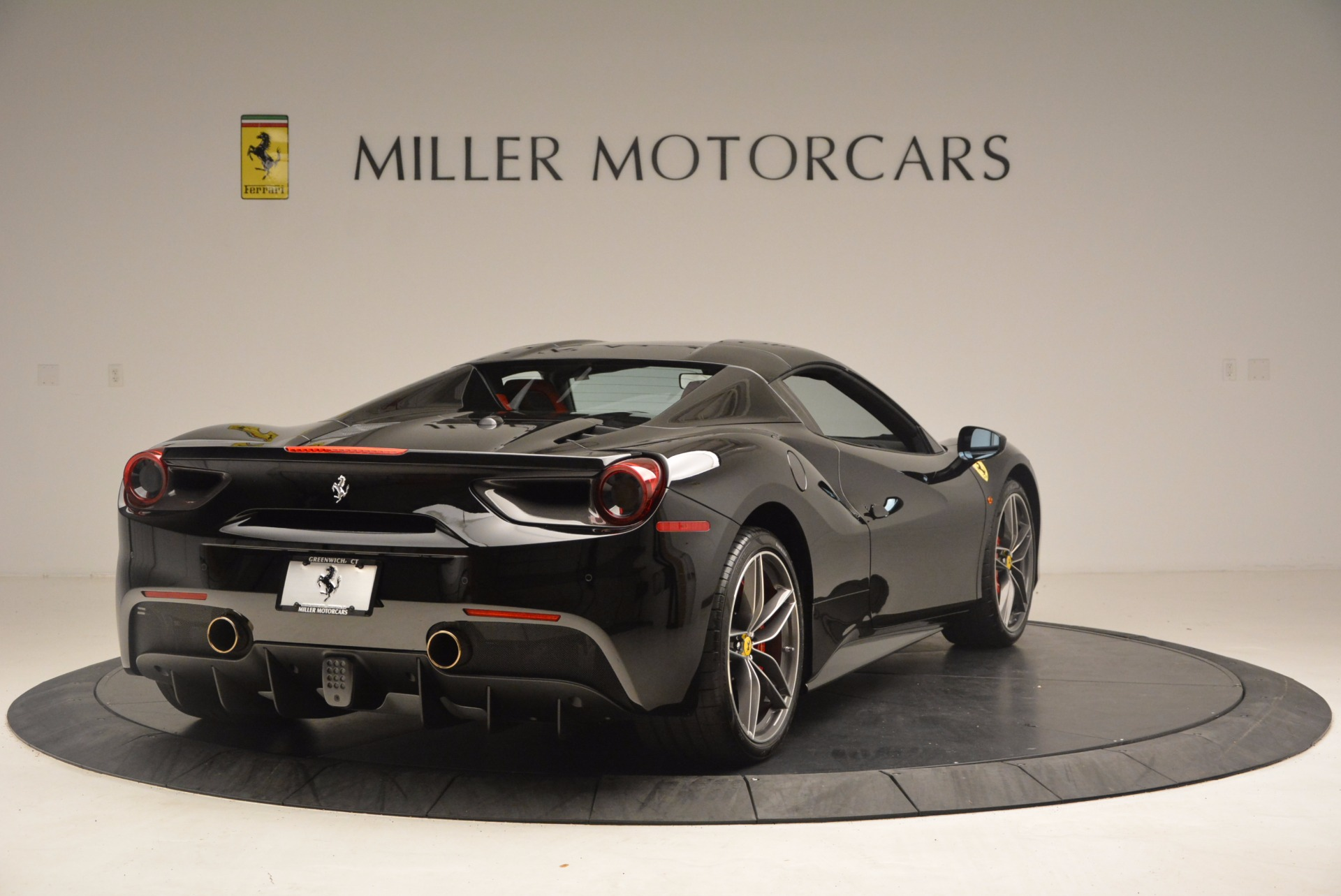 Used 2017 Ferrari 488 Spider  For Sale In Greenwich, CT 1479_p18