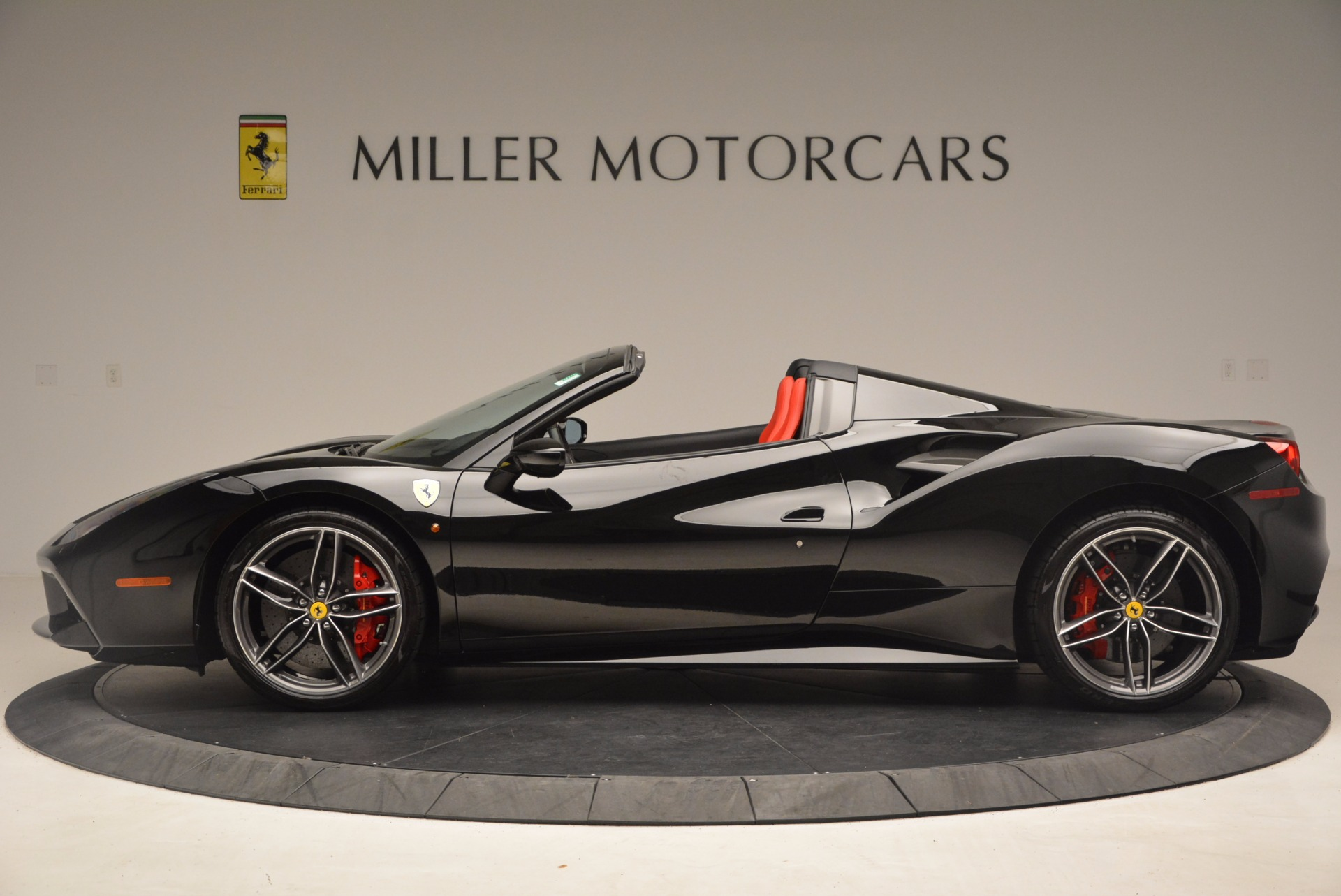 Used 2017 Ferrari 488 Spider  For Sale In Greenwich, CT 1479_p3
