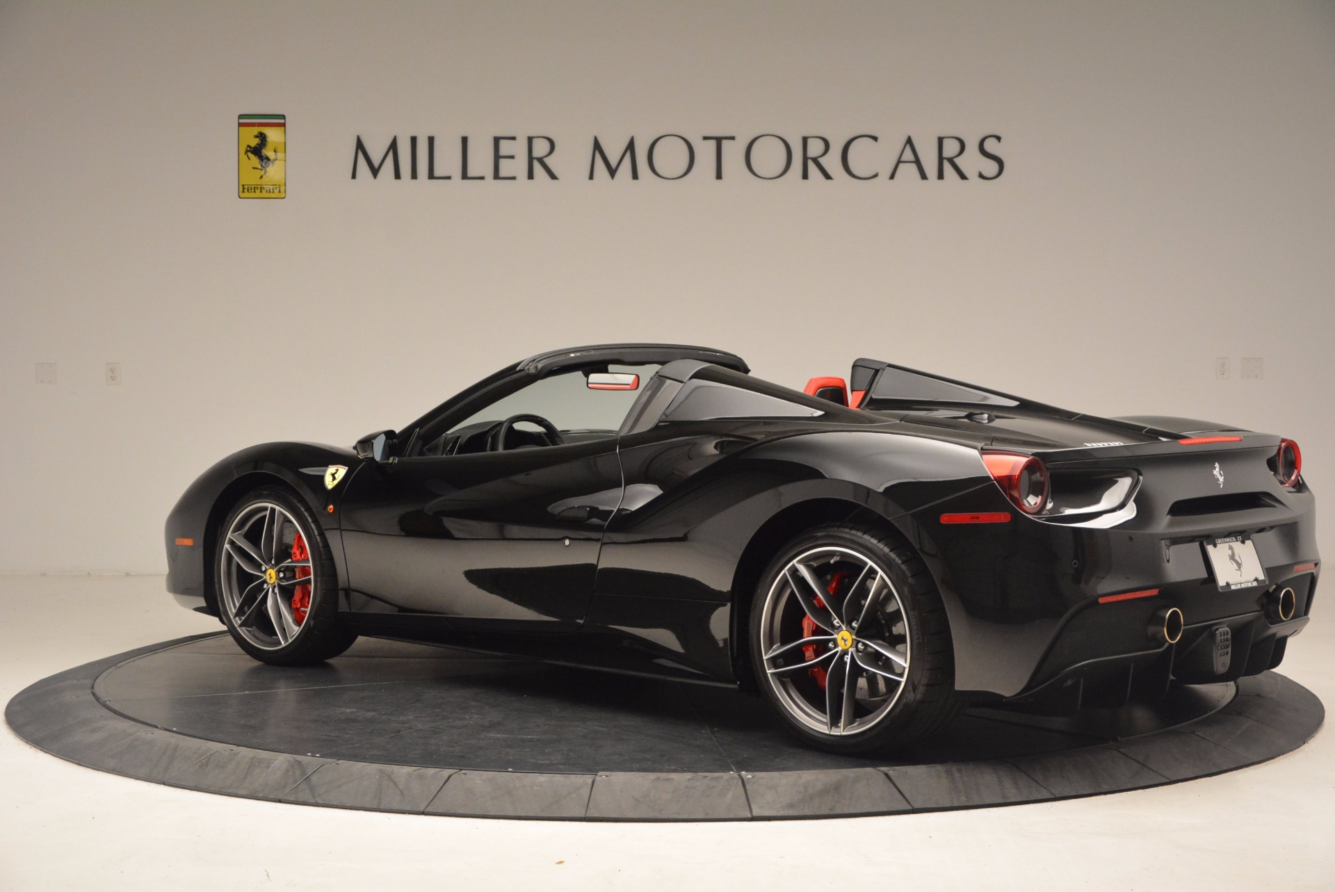 Used 2017 Ferrari 488 Spider  For Sale In Greenwich, CT 1479_p4
