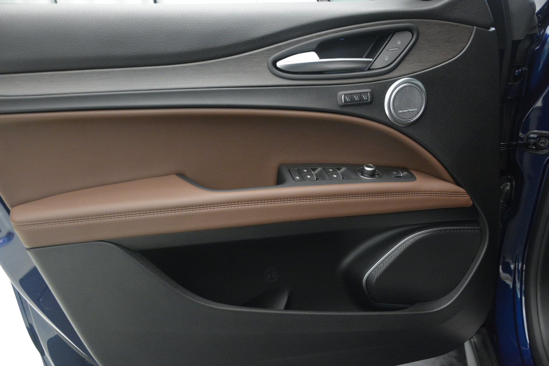 New 2018 Alfa Romeo Stelvio Ti Q4 For Sale In Greenwich, CT 1526_p19