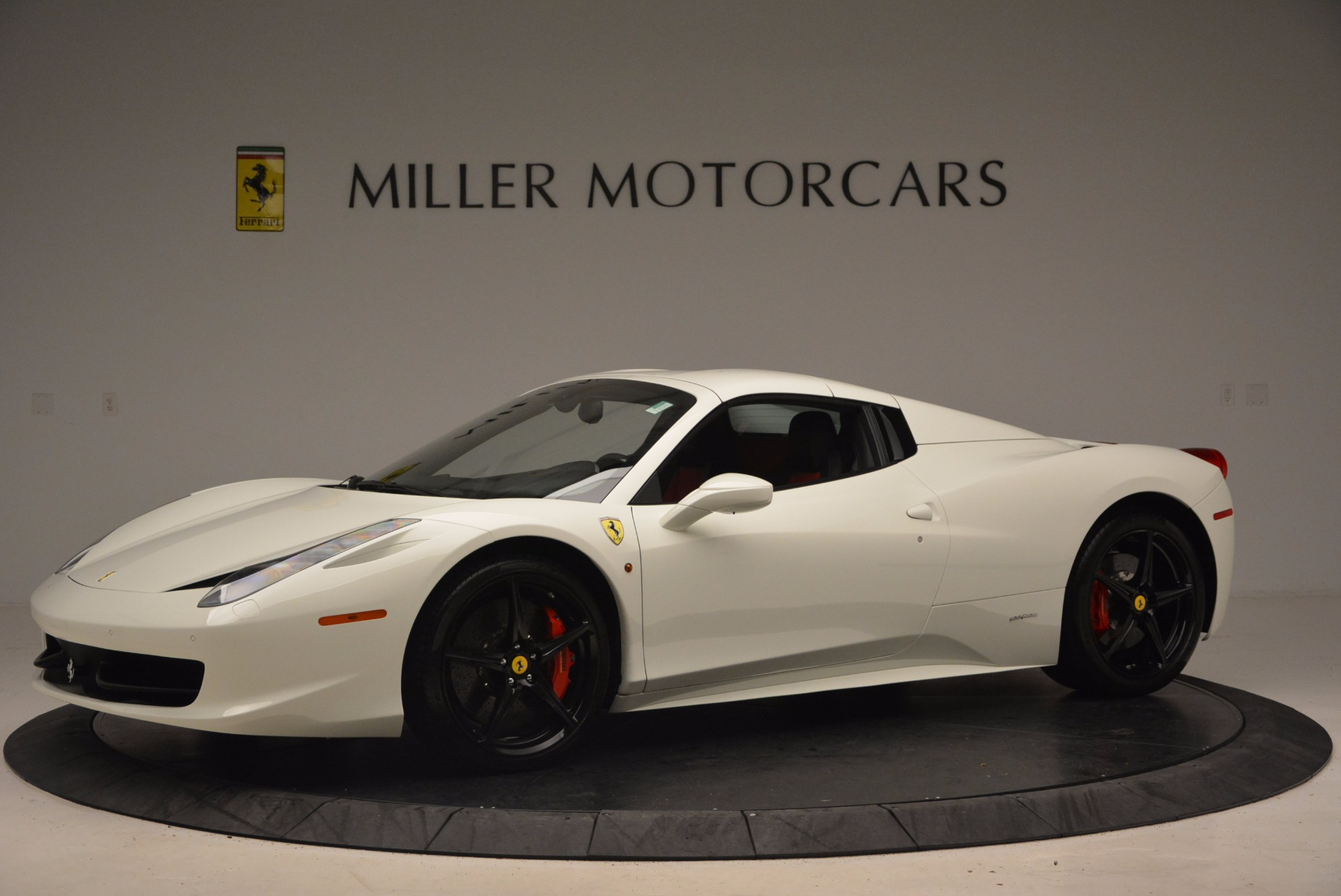 Used 2015 Ferrari 458 Spider  For Sale In Greenwich, CT 1534_p14